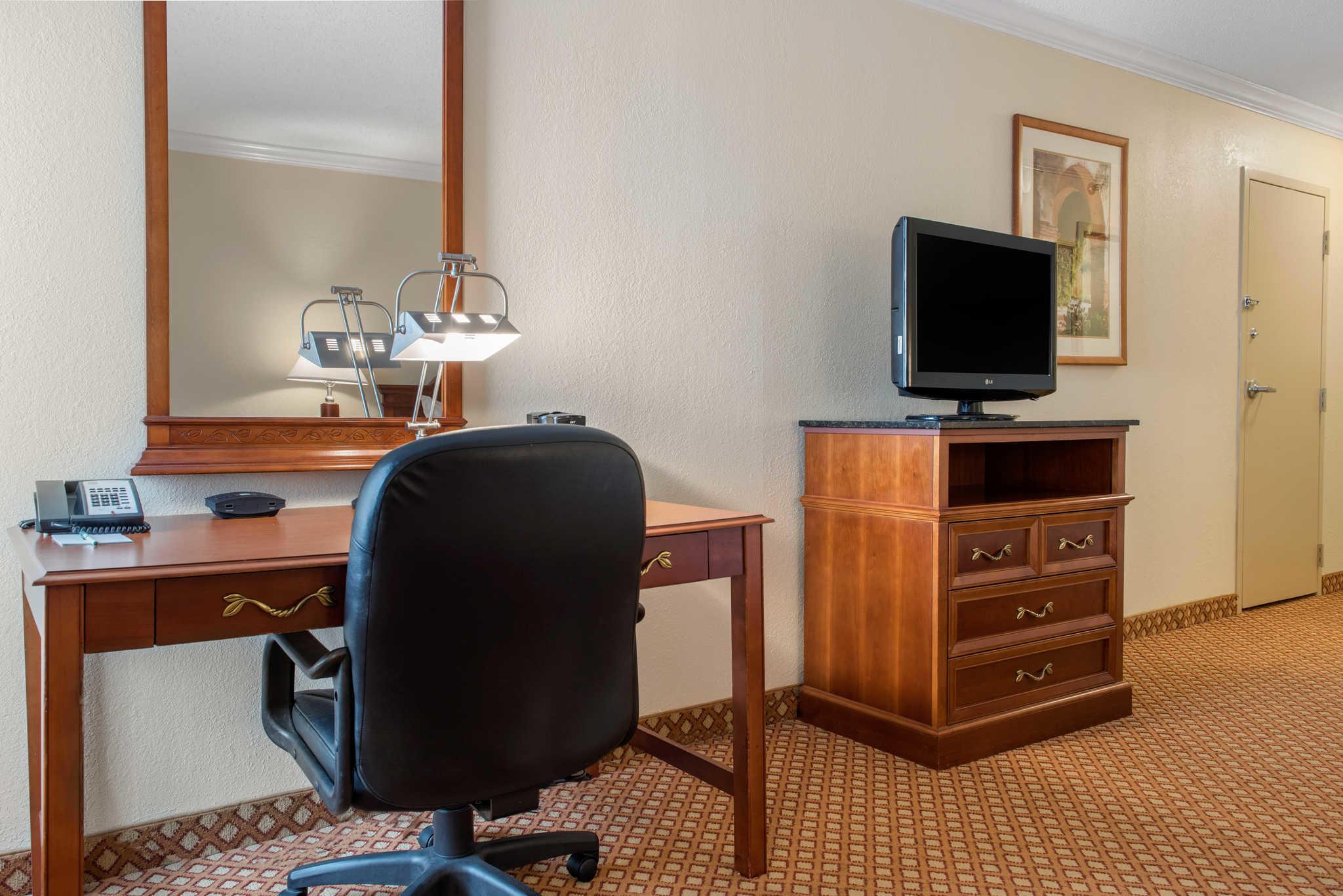 Quality Hotel - Cincinnati Blue Ash image 14