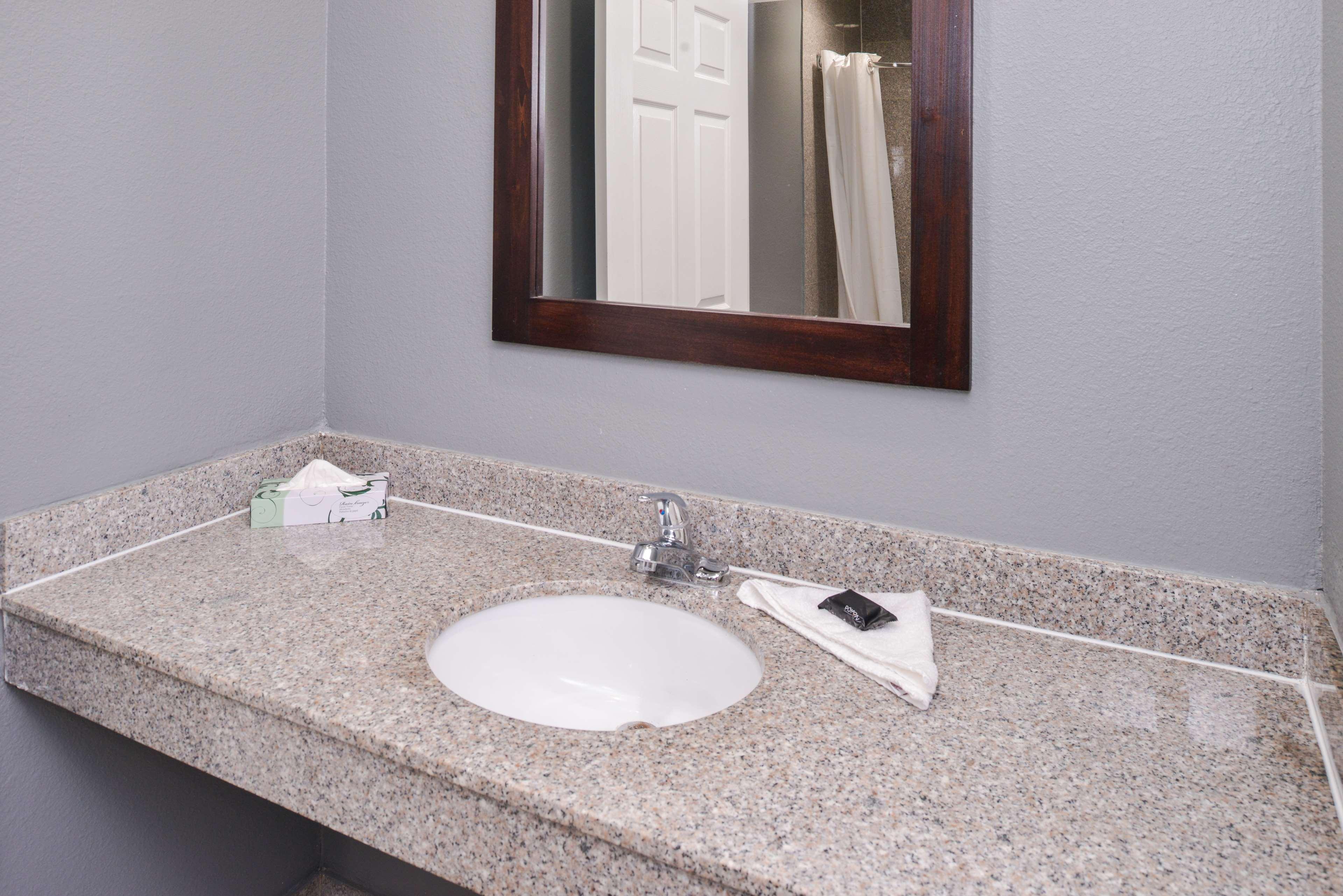 Americas Best Value Laguna Inn & Suites image 20