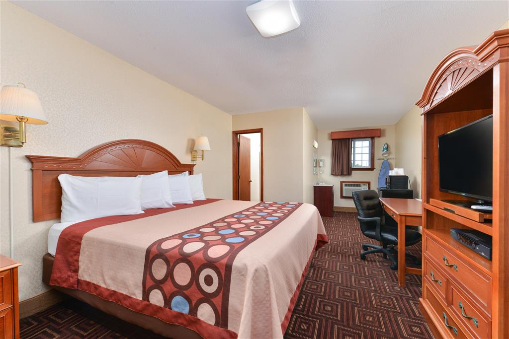 Americas Best Value Inn - Branford image 4