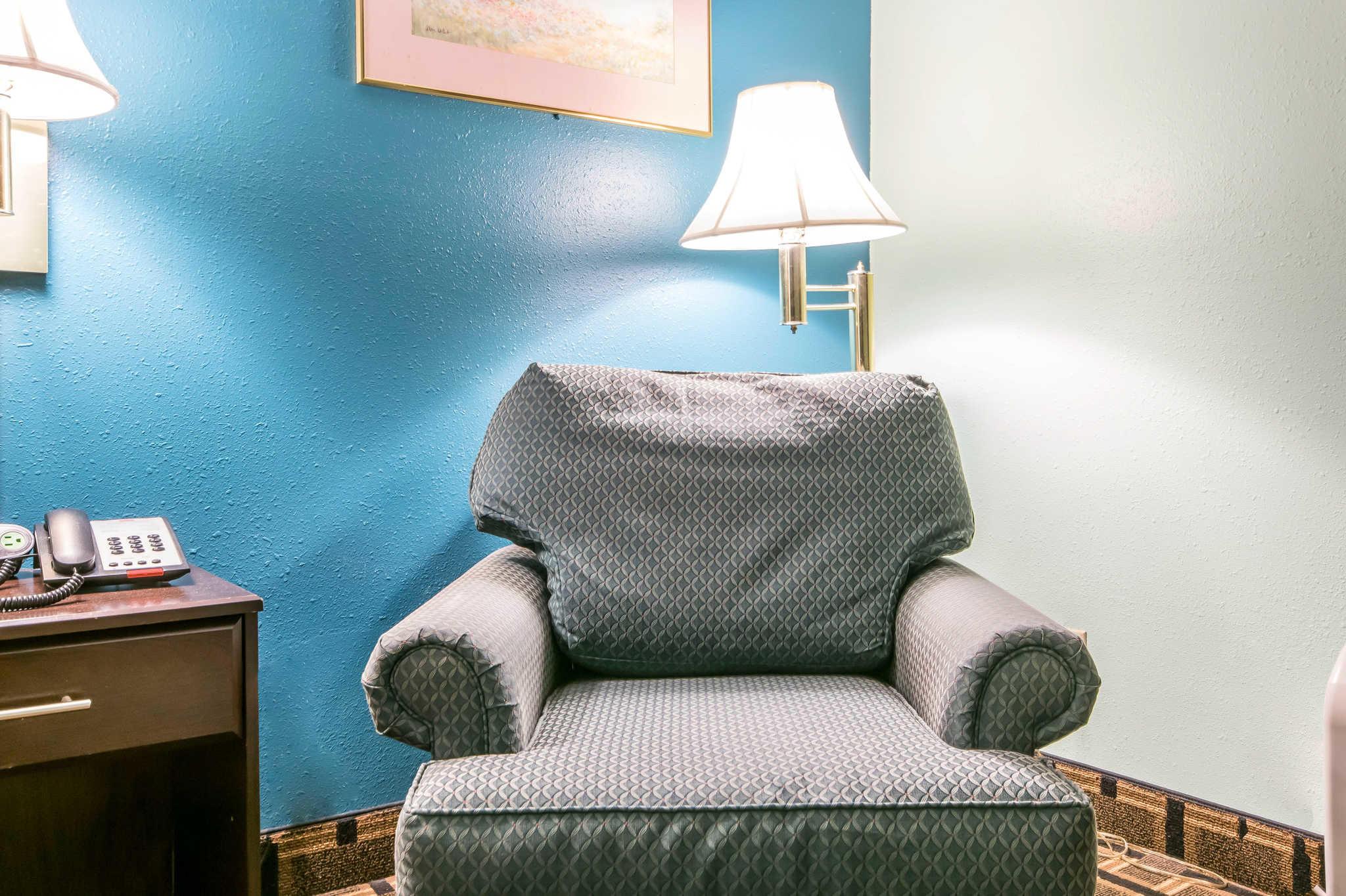 Econo Lodge Inn & Suites I-65 image 11