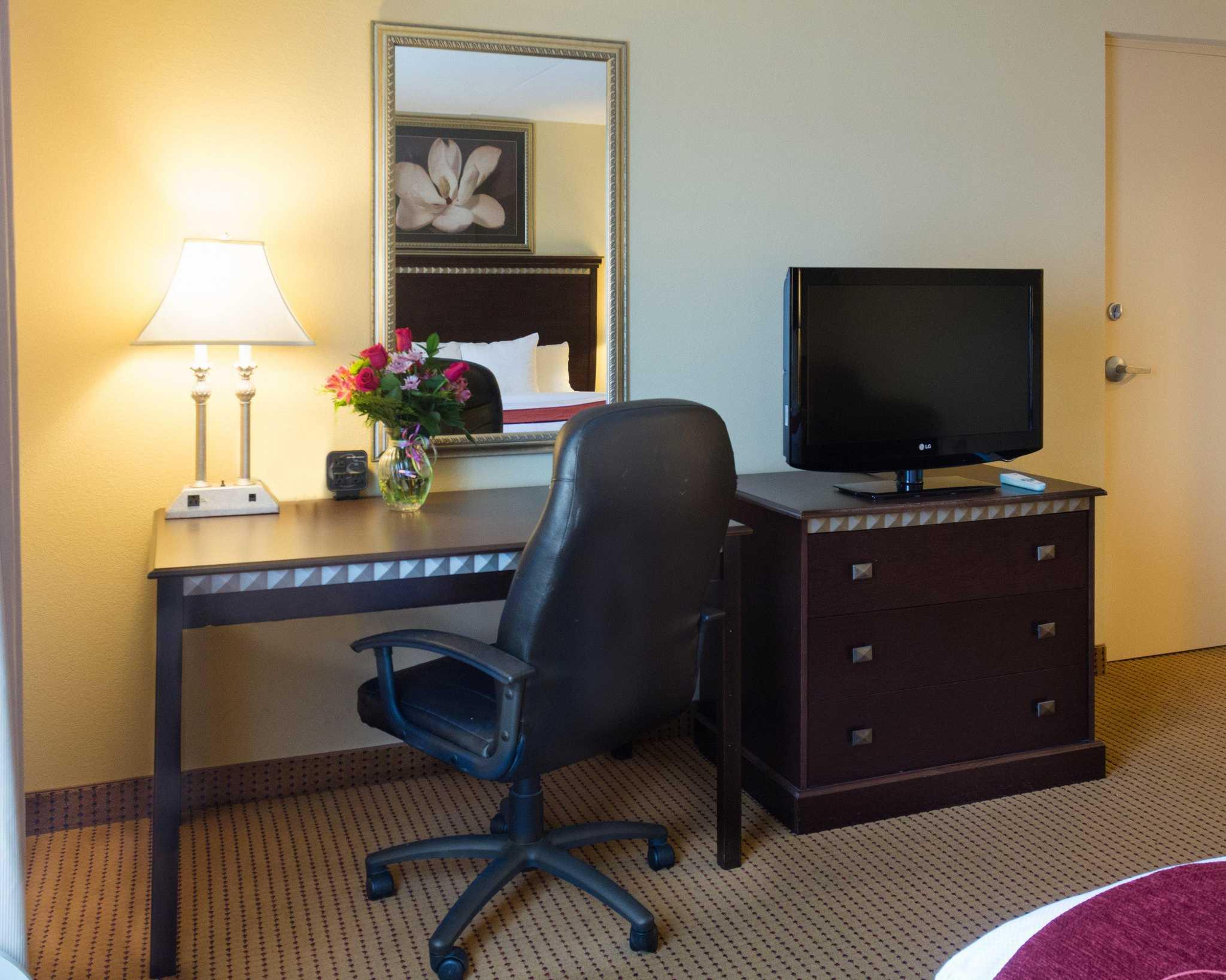 Comfort Suites Fredericksburg North image 5