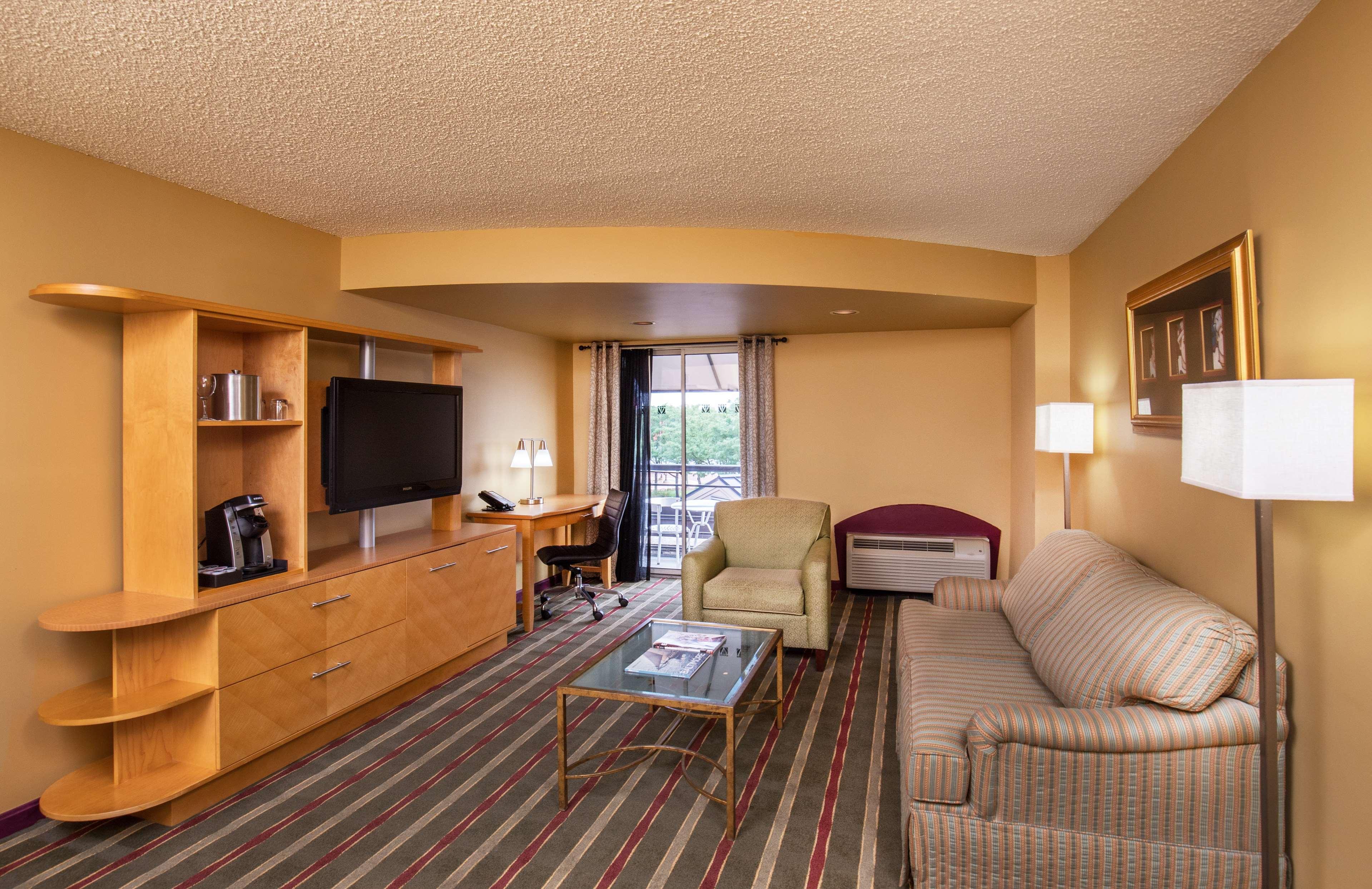 Pier 5 Hotel Baltimore, Curio Collection by Hilton image 14