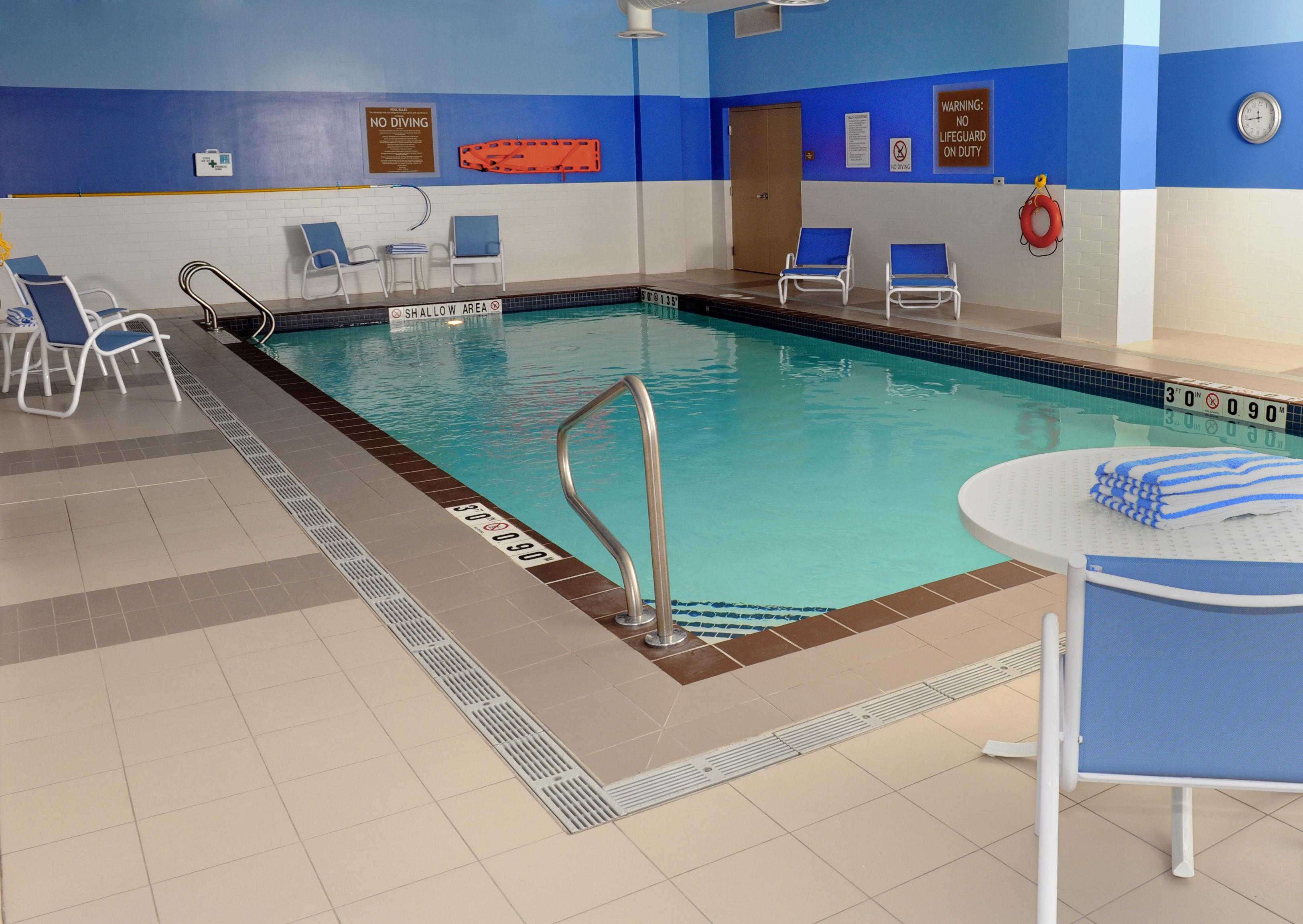 Four points by sheraton cambridge kitchener ontario cambridge on ourbis for Hotels in cambridge with swimming pool
