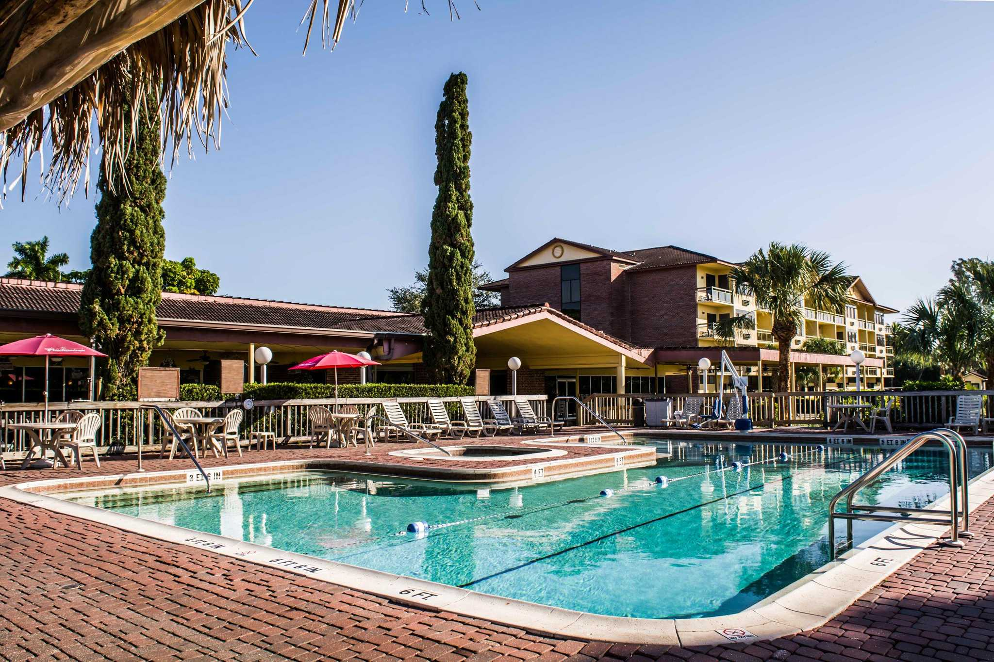 Quality inn suites golf resort in naples fl 239 455 for Hotels naples