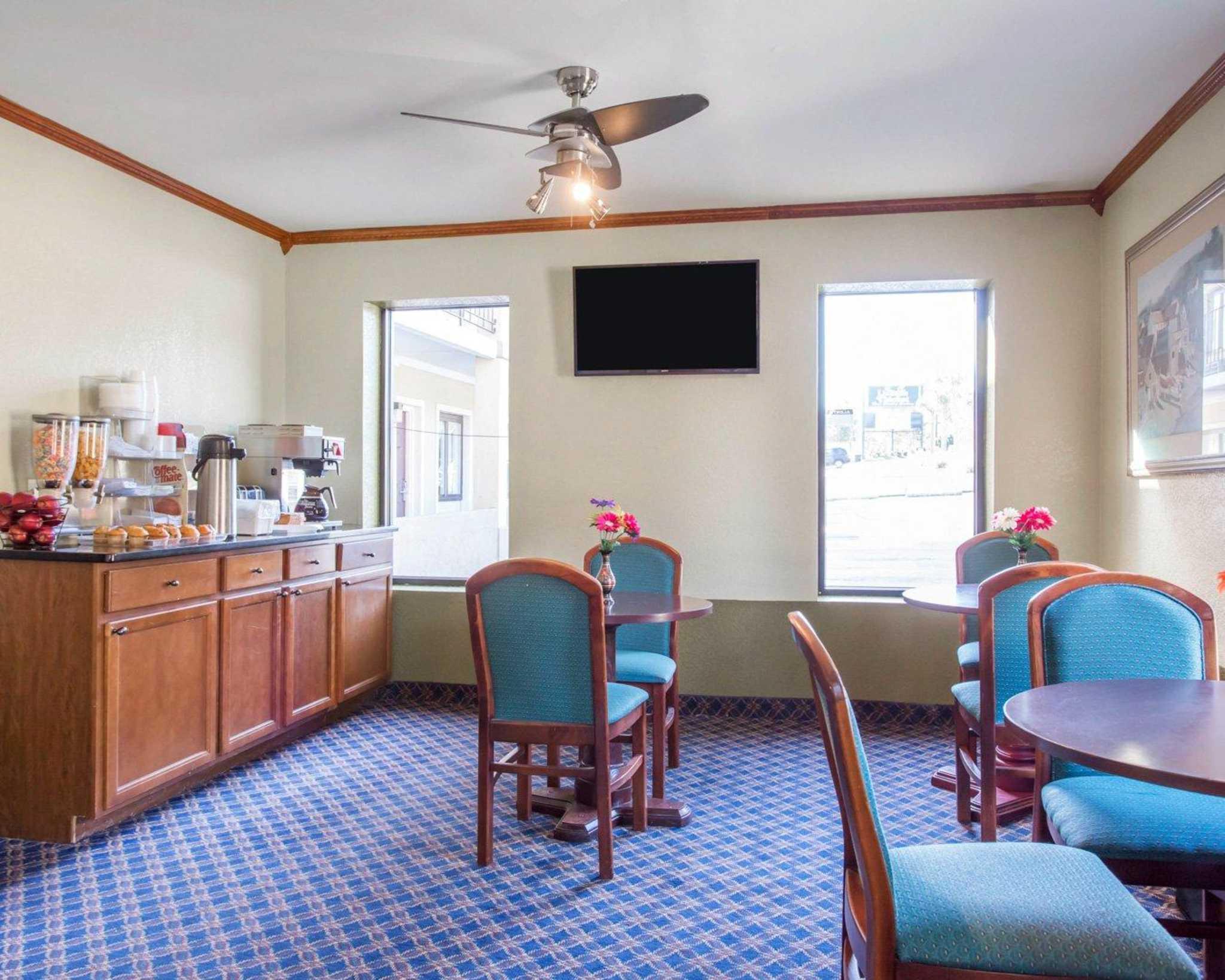 Rodeway Inn & Suites Fort Jackson image 16