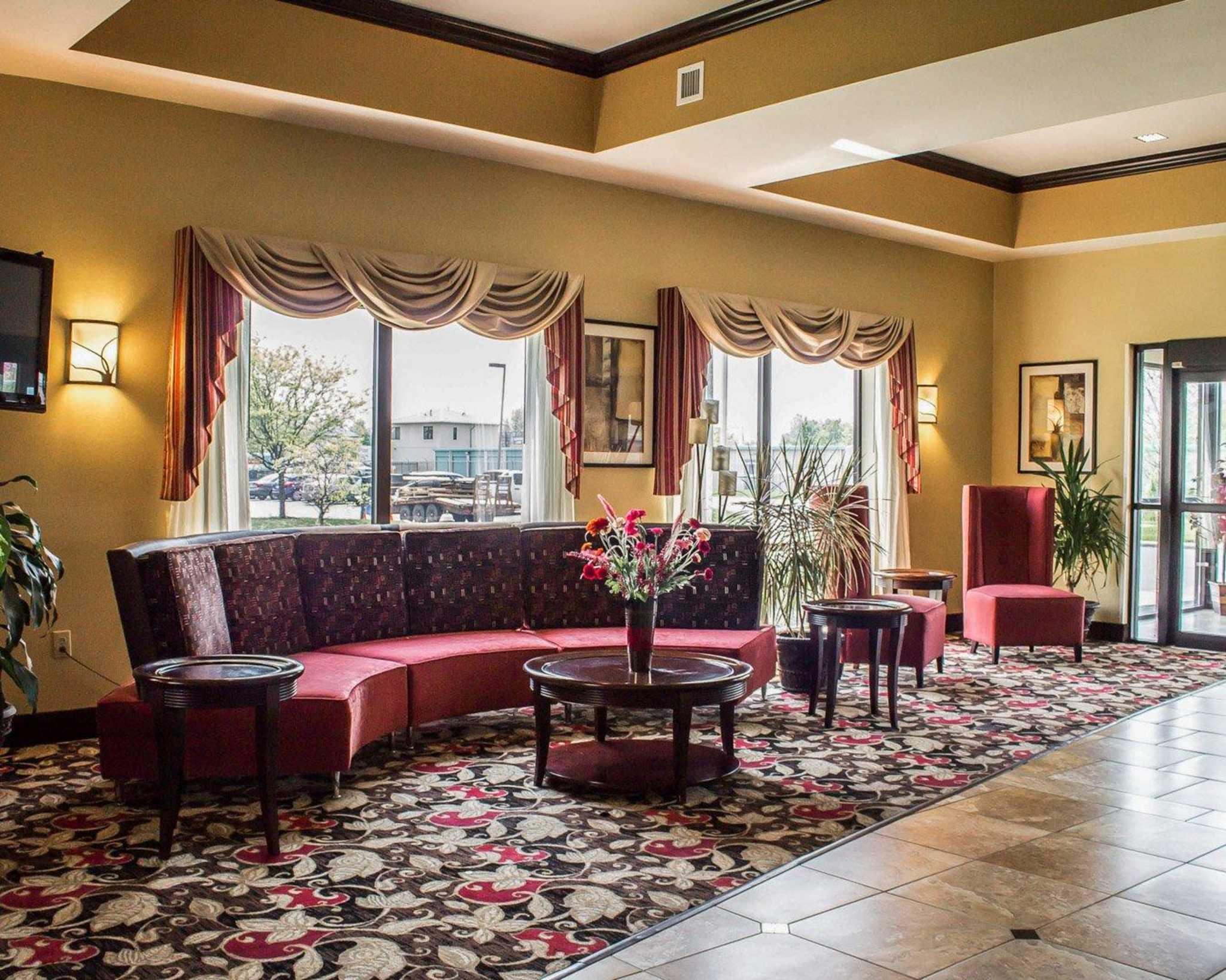 Comfort Suites East Broad at 270 image 40