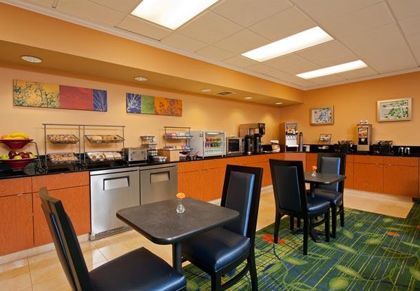 Fairfield Inn & Suites by Marriott Chicago Naperville image 9