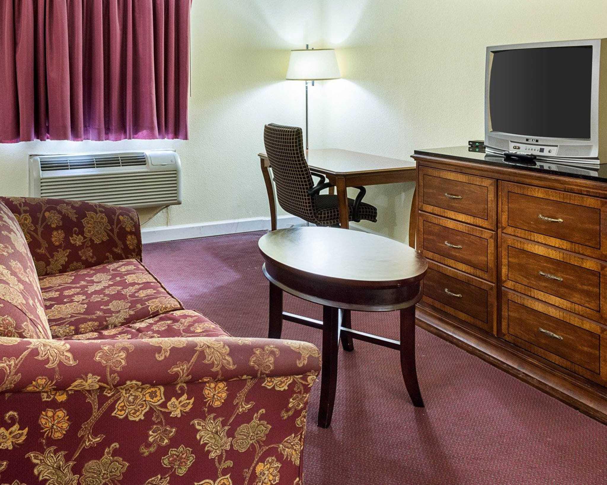 Econo Lodge Inn & Suites Carrollton Smithfield image 21