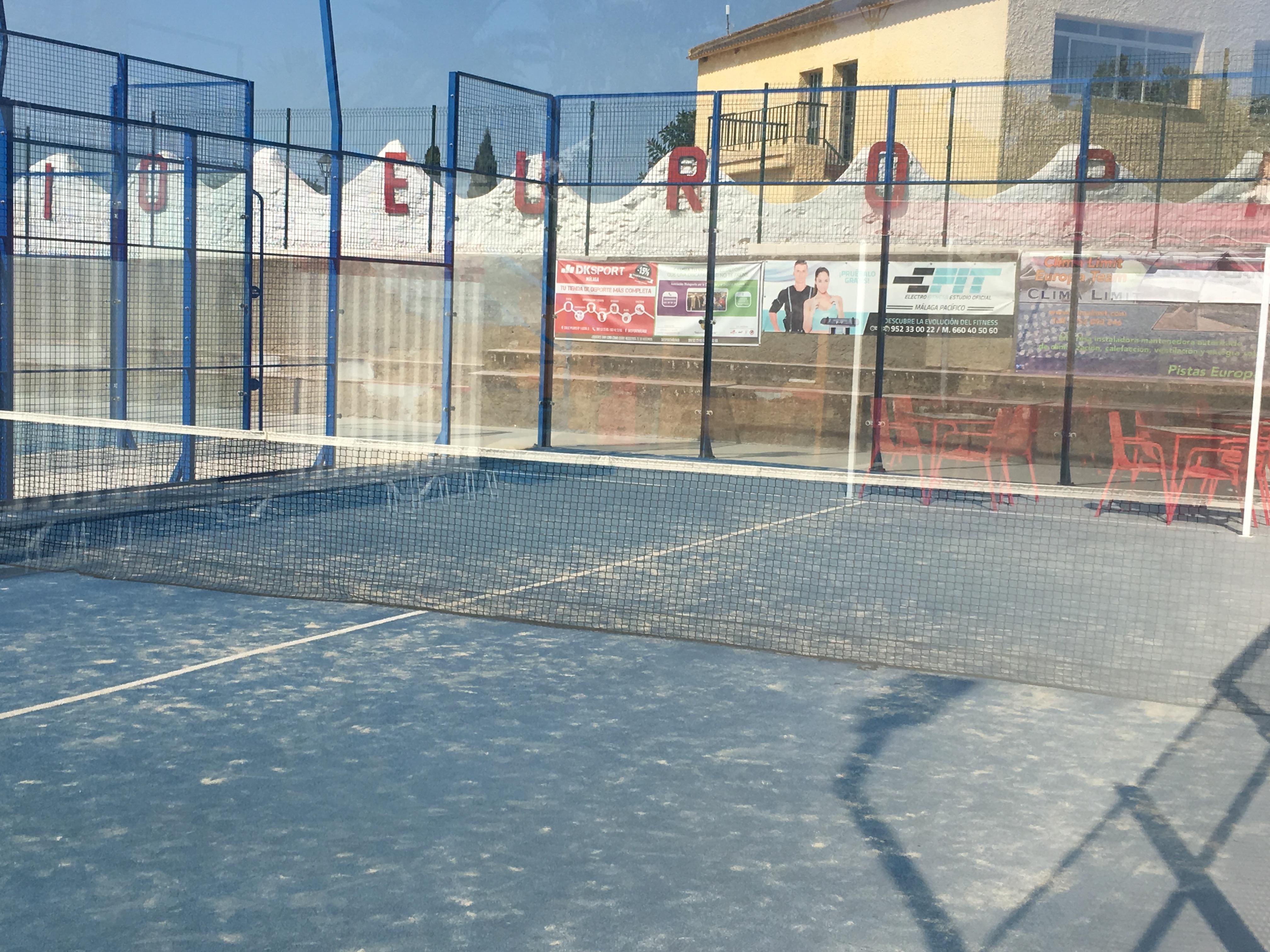 Pistas de padel tenis y f tbol 7 colegio europa puerto for Pistas de padel malaga