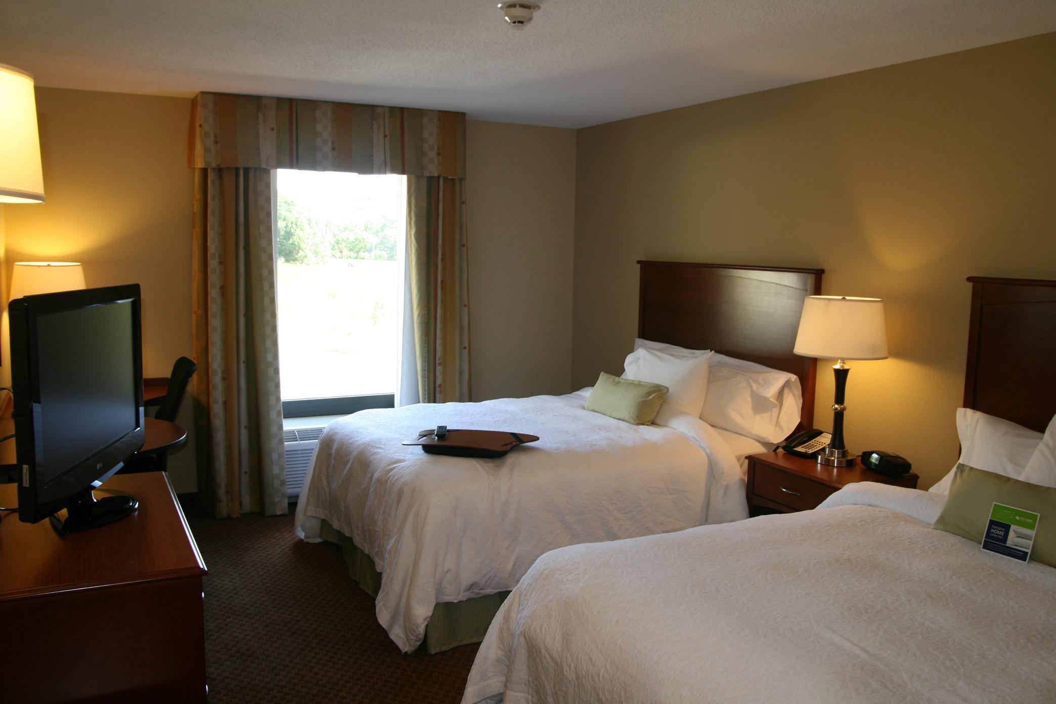 Hampton Inn & Suites Warren image 29