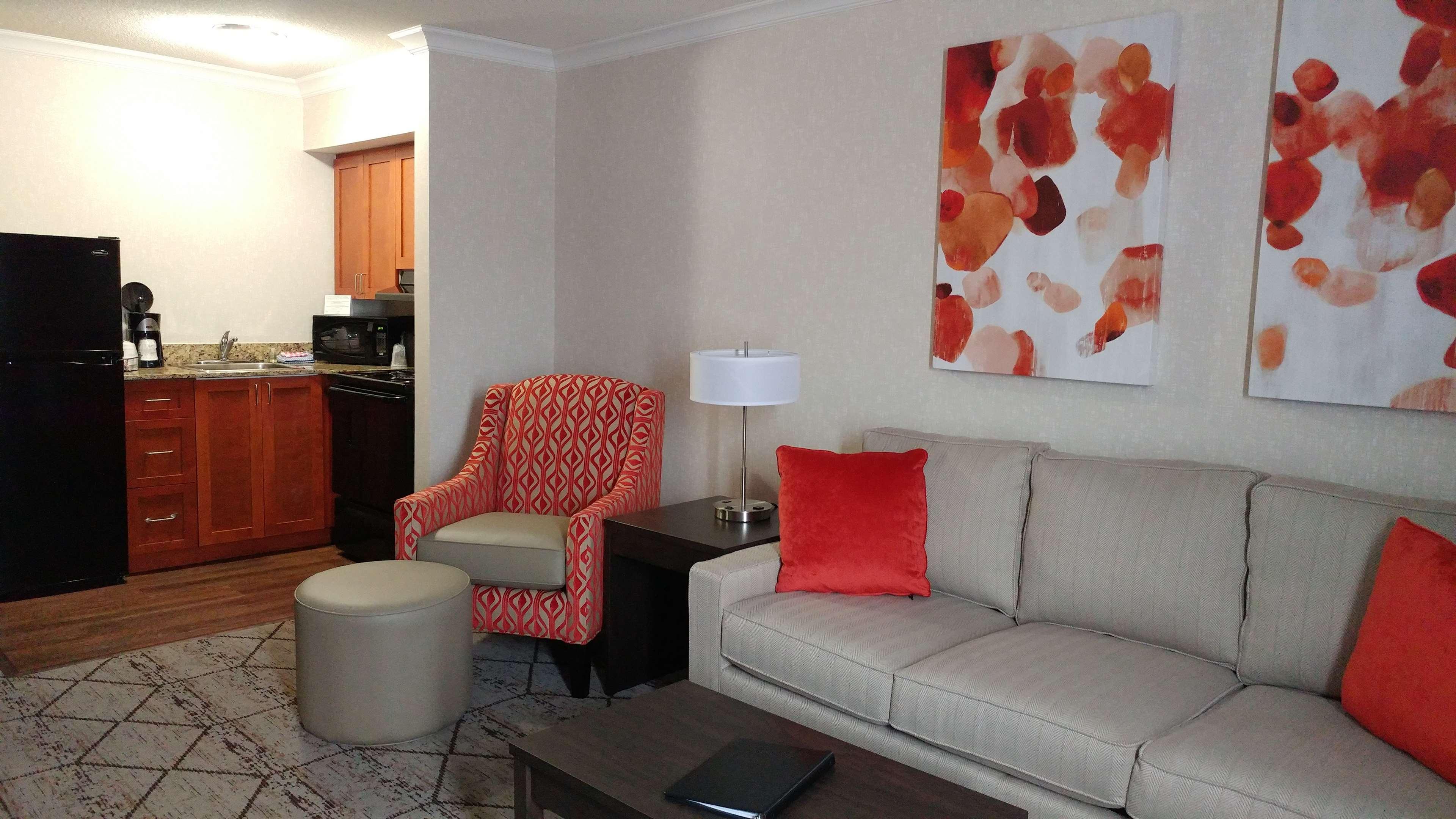 Best Western Plus Rose City Suites in Welland: Full Kitchen Suite