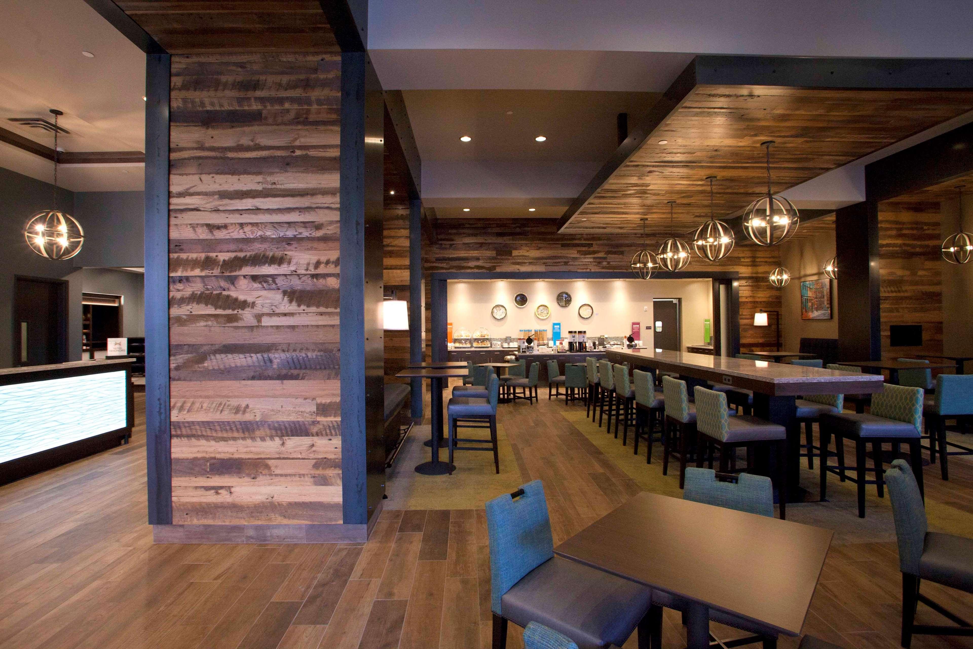Hampton Inn & Suites Downtown St. Paul image 5