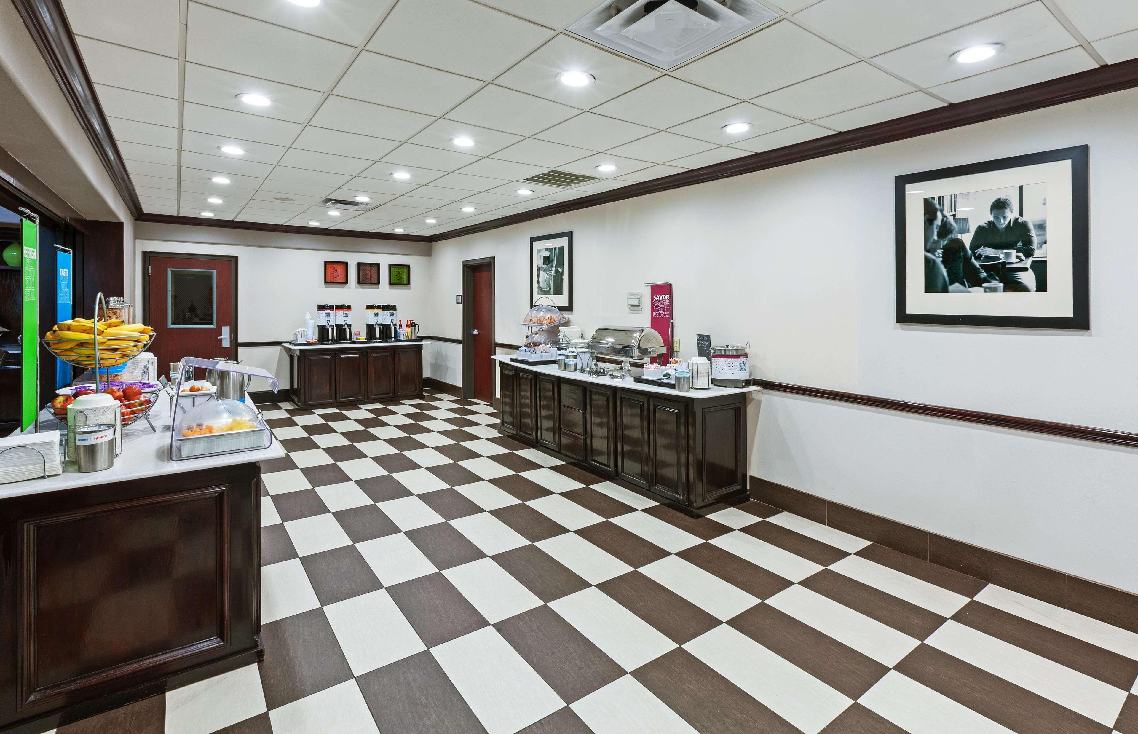 Hampton Inn & Suites Galveston image 11