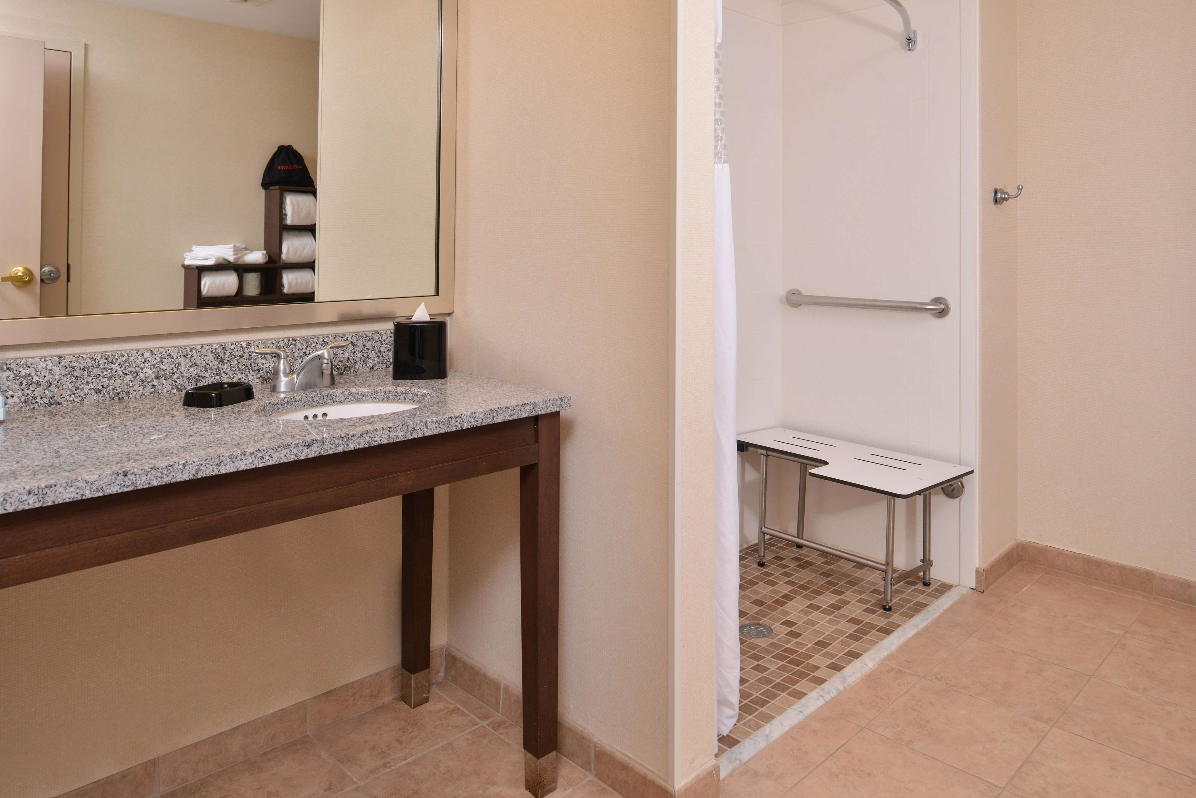 Hampton Inn & Suites Newport News (Oyster Point) image 41