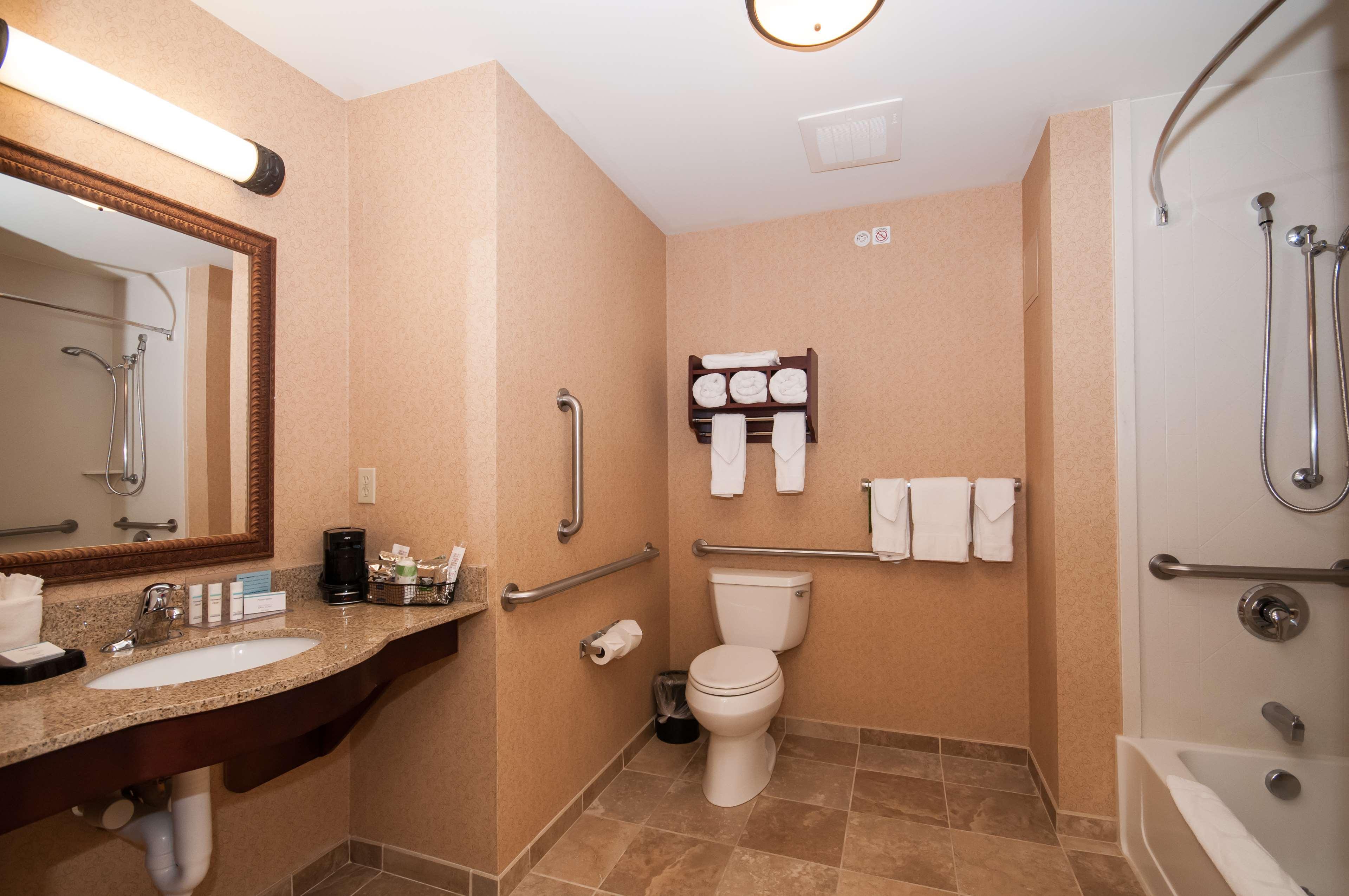 Hampton Inn & Suites Rochester-North image 28