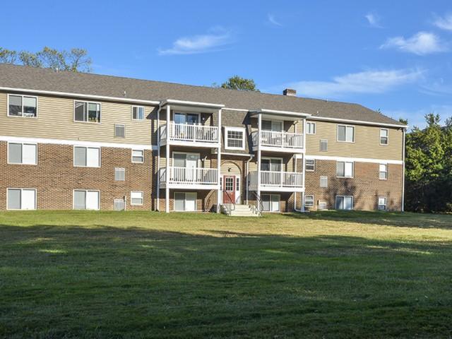 OakTree Apartments image 5
