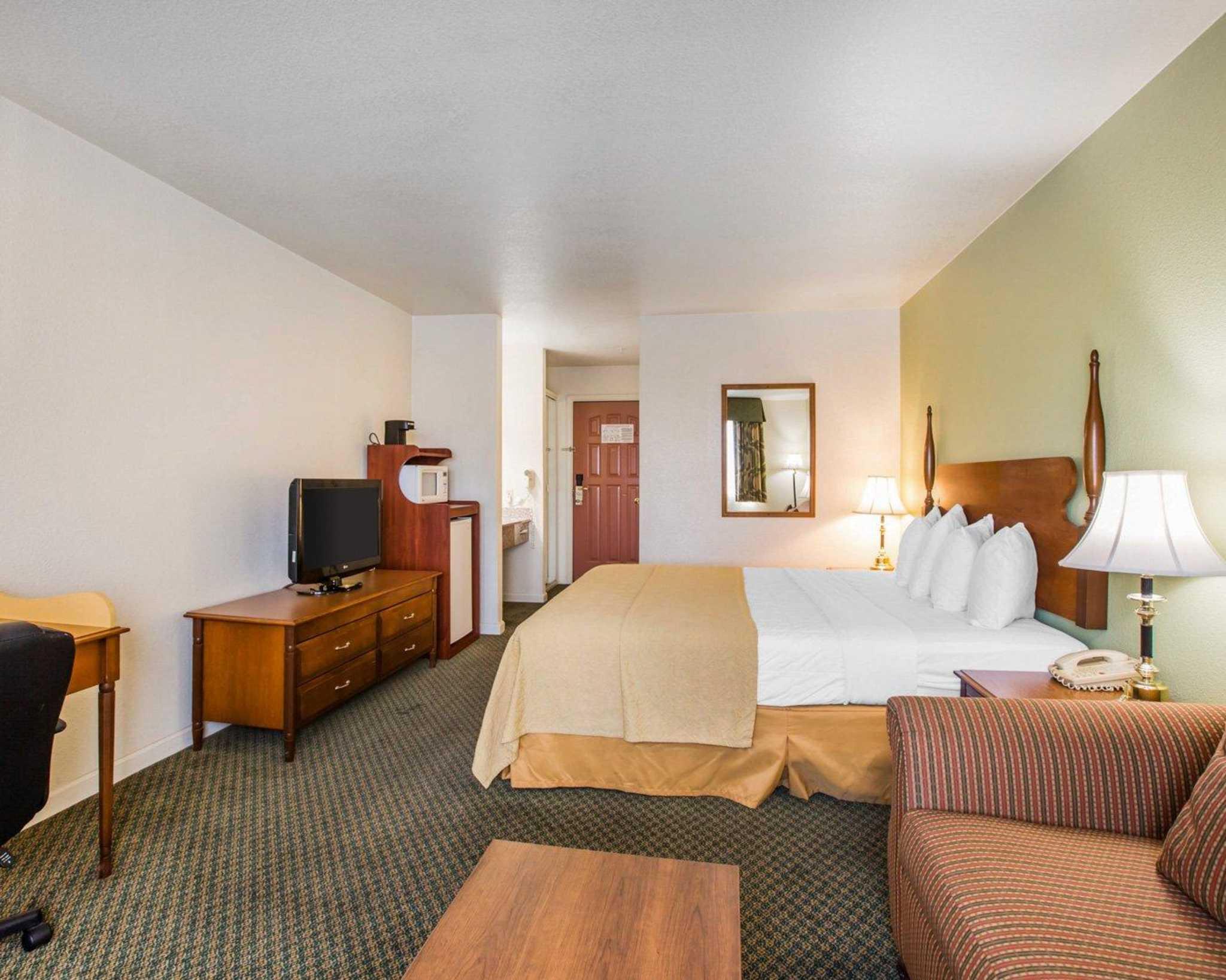 Quality Inn image 9