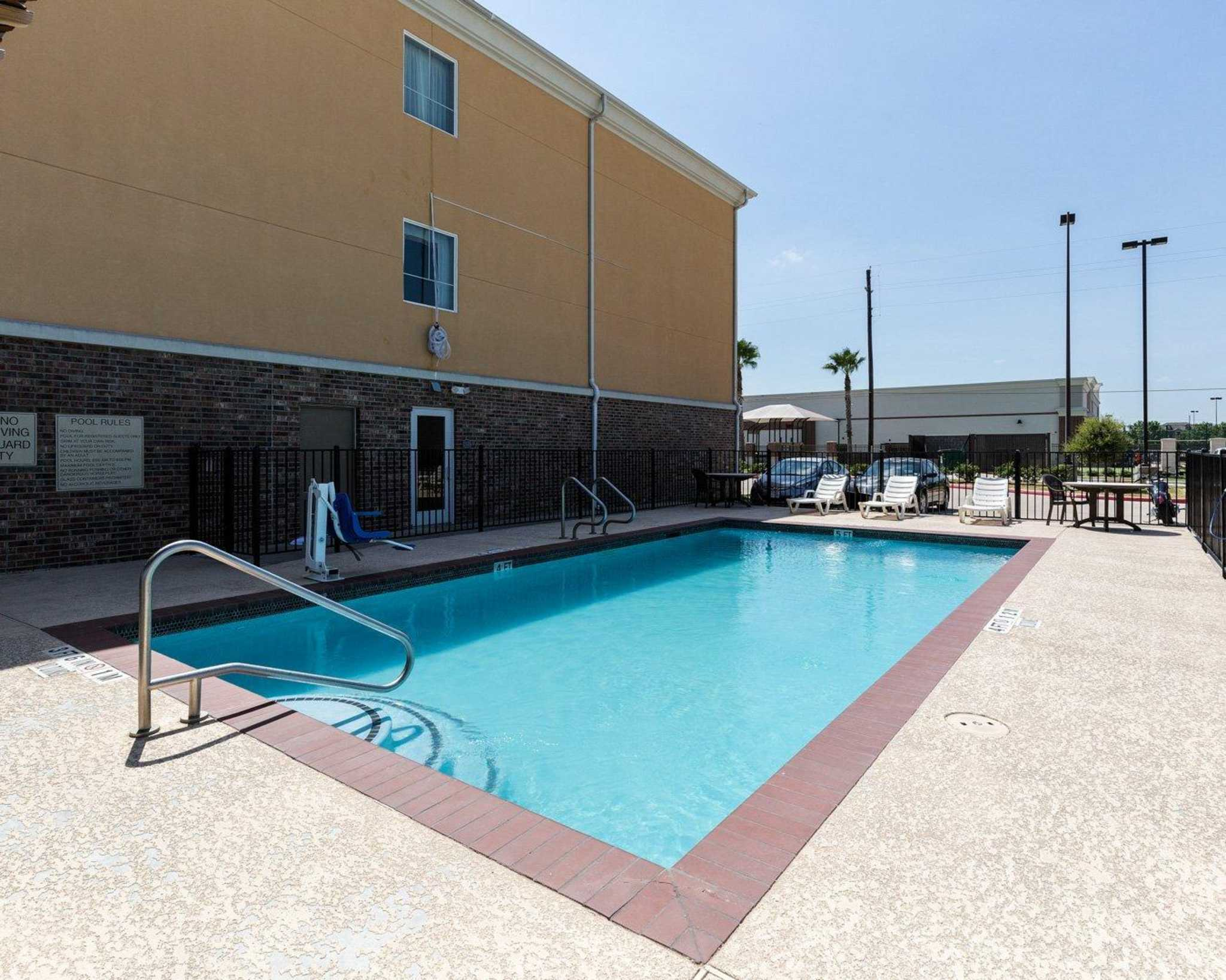 Comfort Suites Pearland - South Houston image 4