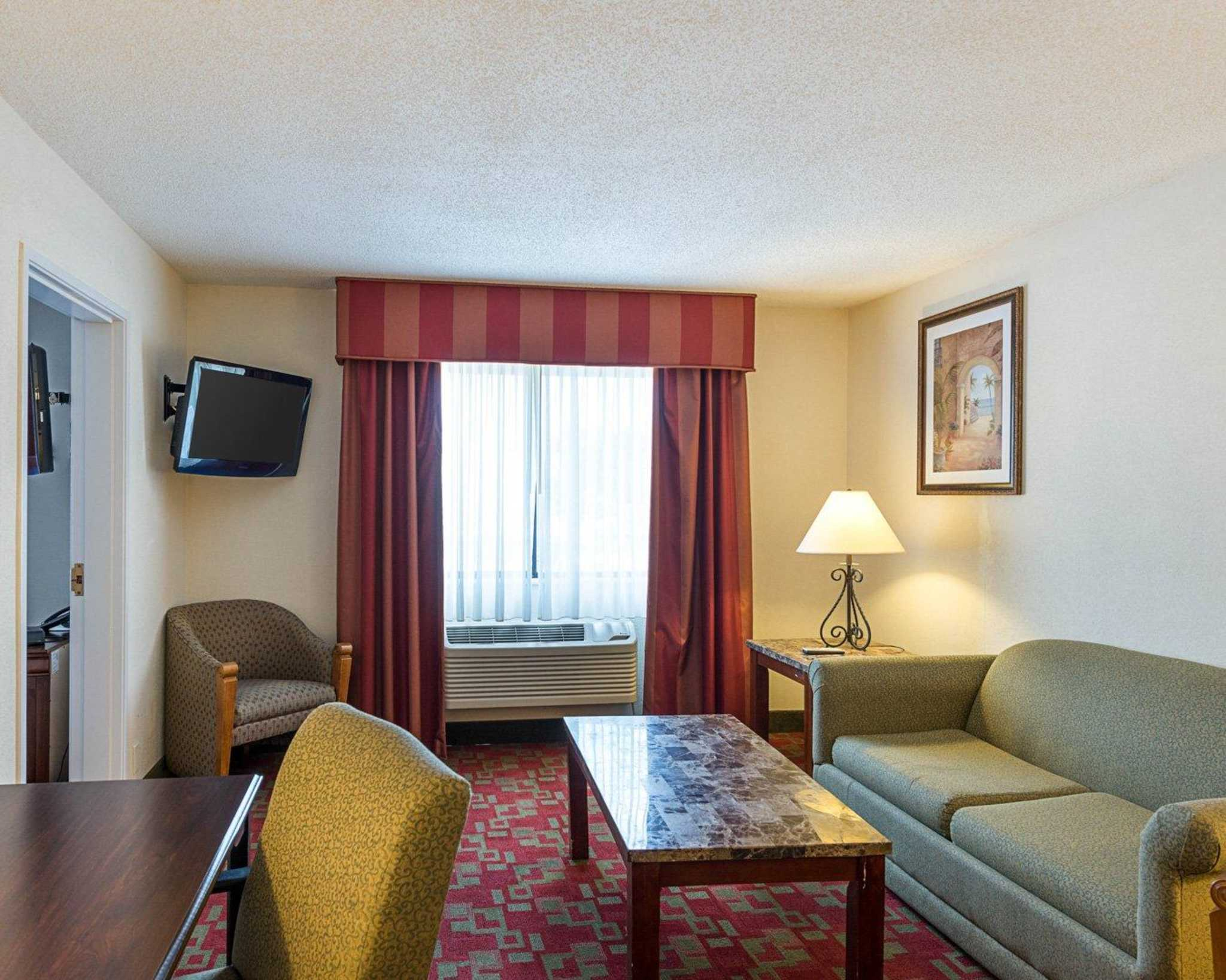 Quality Inn & Suites image 38