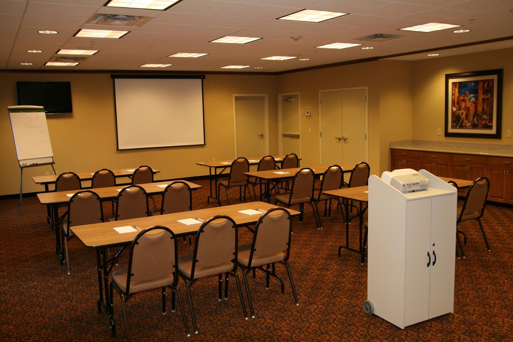 Hampton Inn & Suites Warren image 16