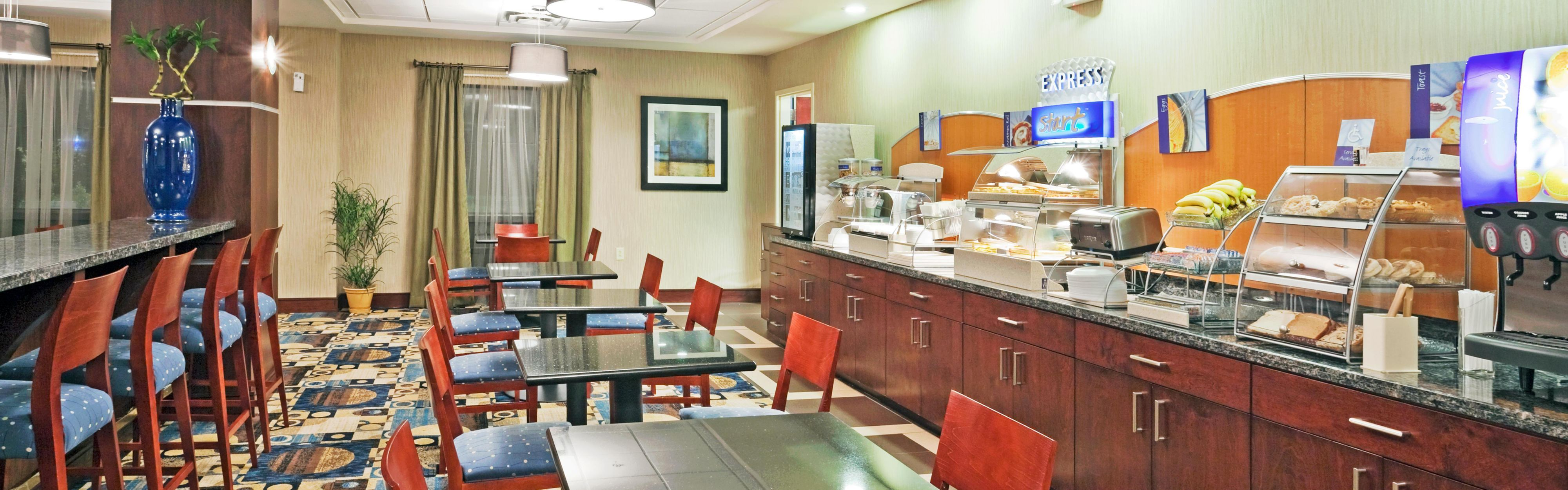 Holiday Inn Express & Suites Knoxville-Farragut image 3