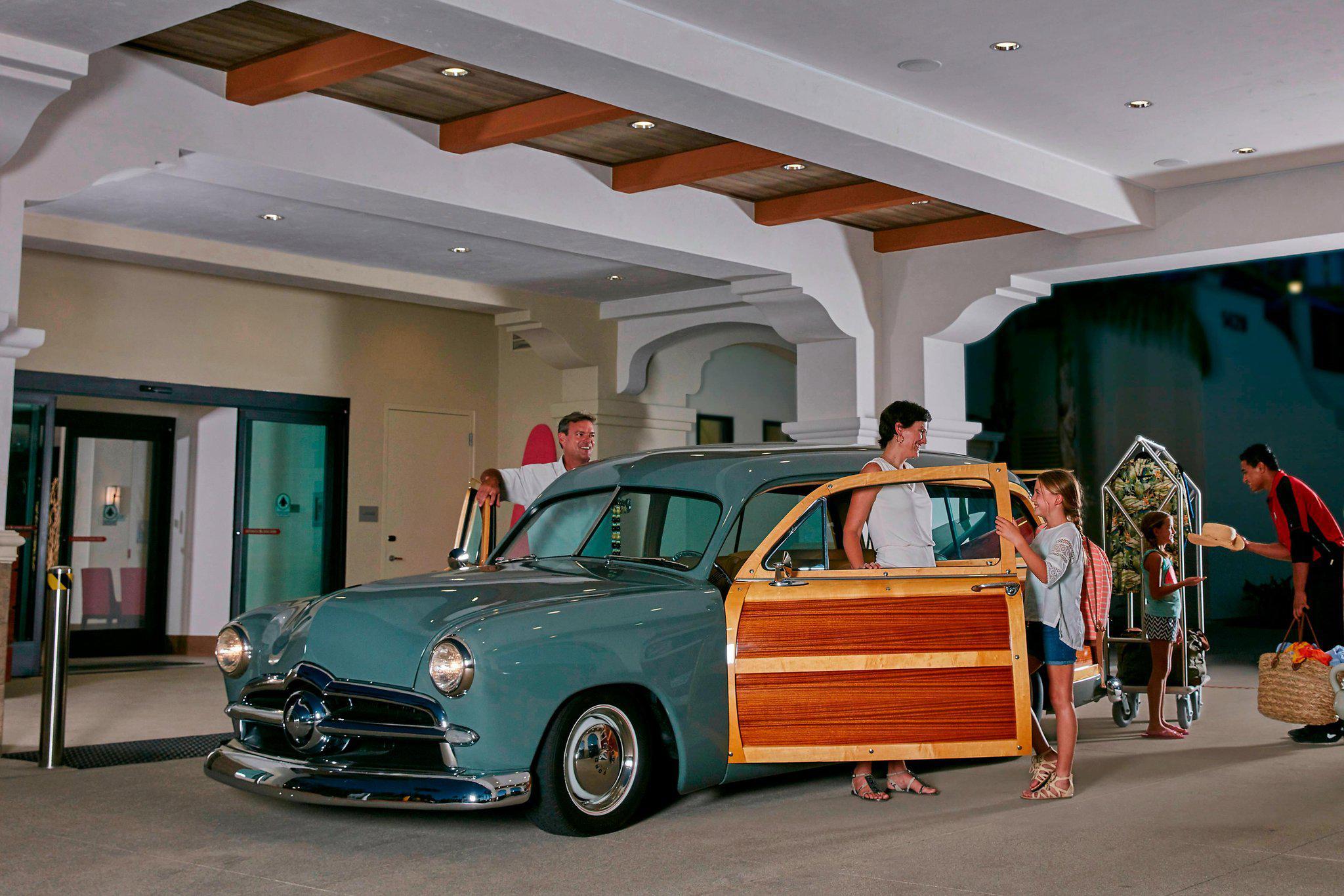 Courtyard by Marriott Anaheim Theme Park Entrance