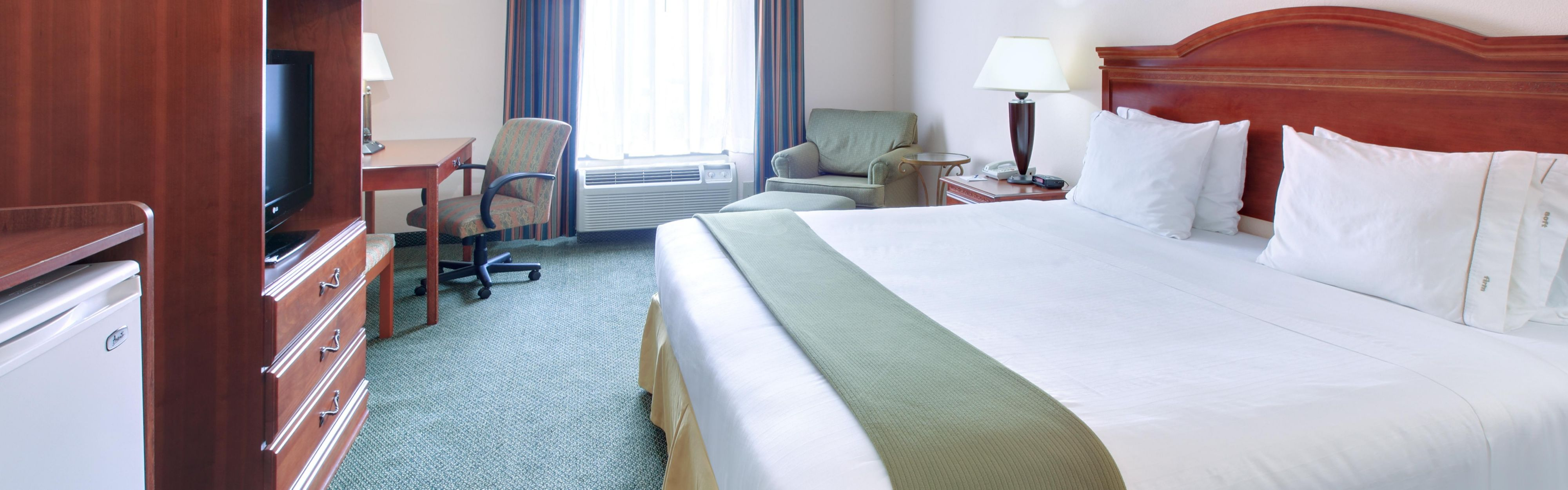 Holiday Inn Express & Suites Cleveland image 1
