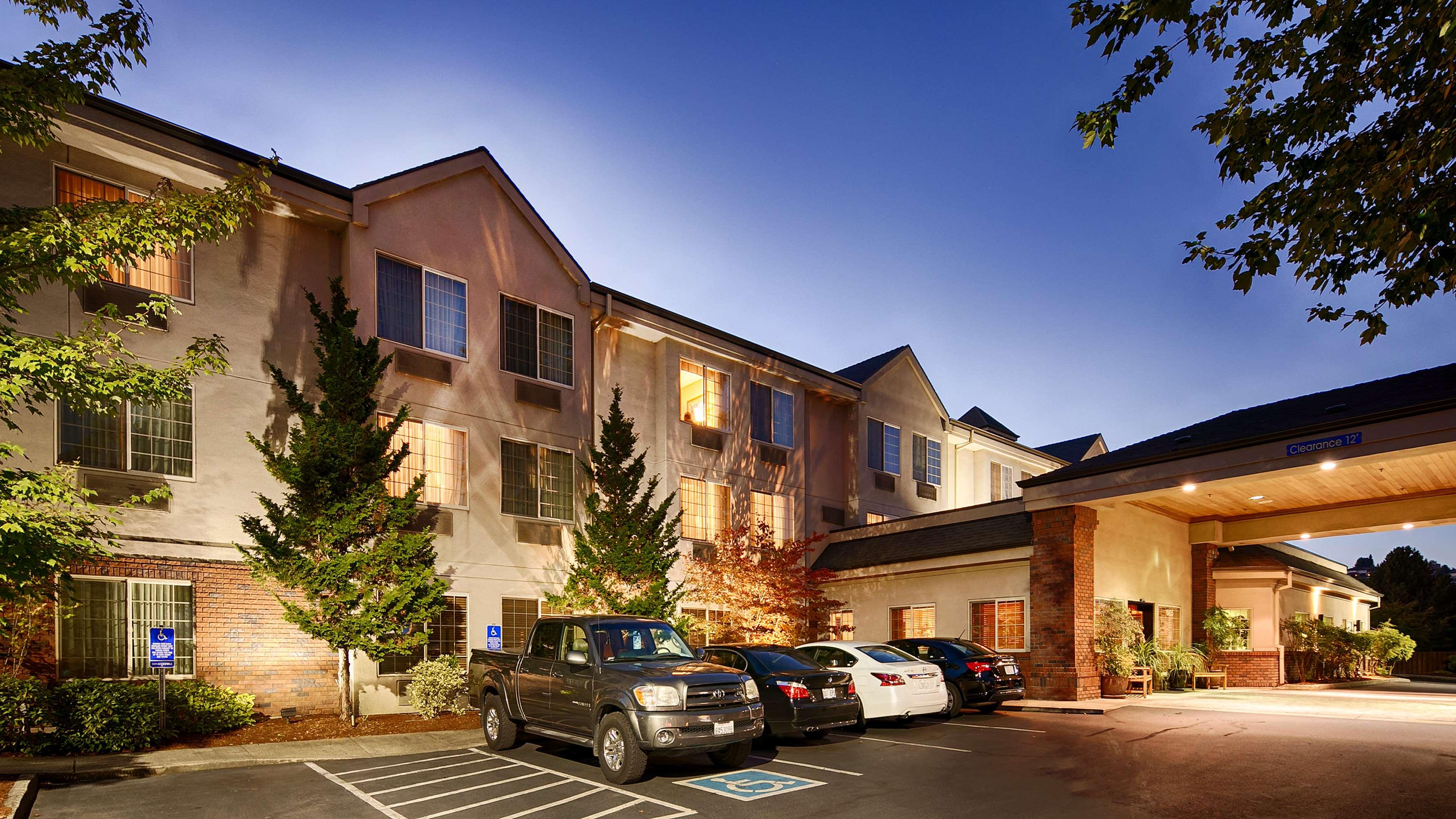 Best Western Plus Northwind Inn & Suites image 2