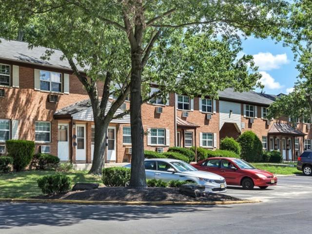 Fox Pointe Apartment Homes image 1
