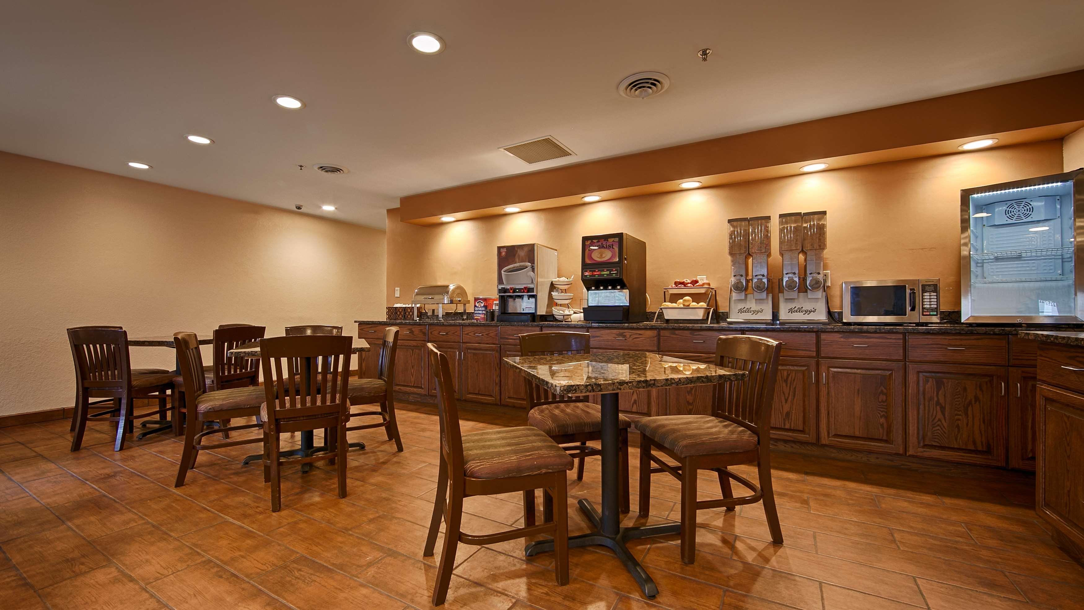 Best Western Plus Fort Wayne Inn & Suites North image 13