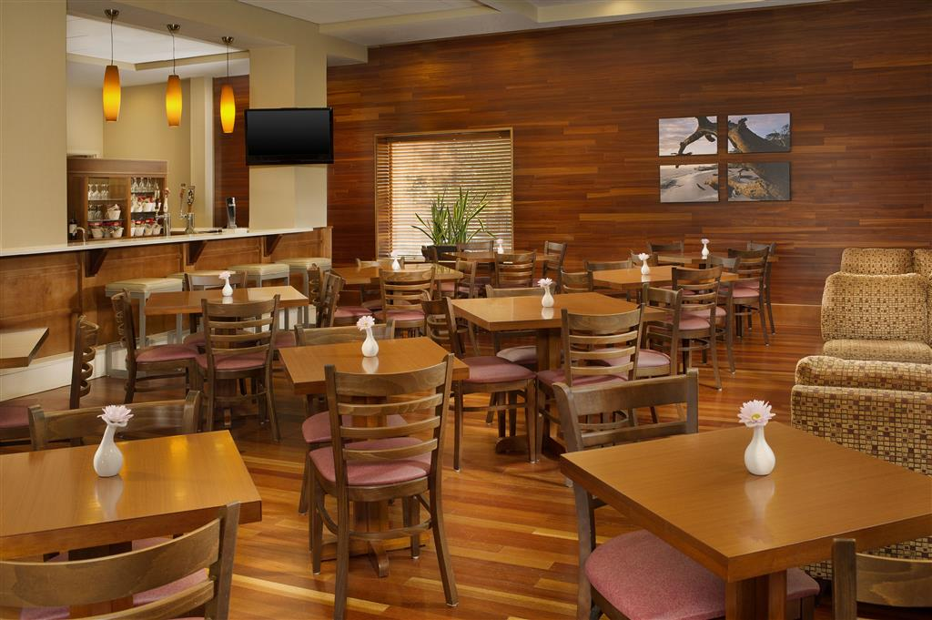 Four Points by Sheraton Jacksonville Baymeadows image 10