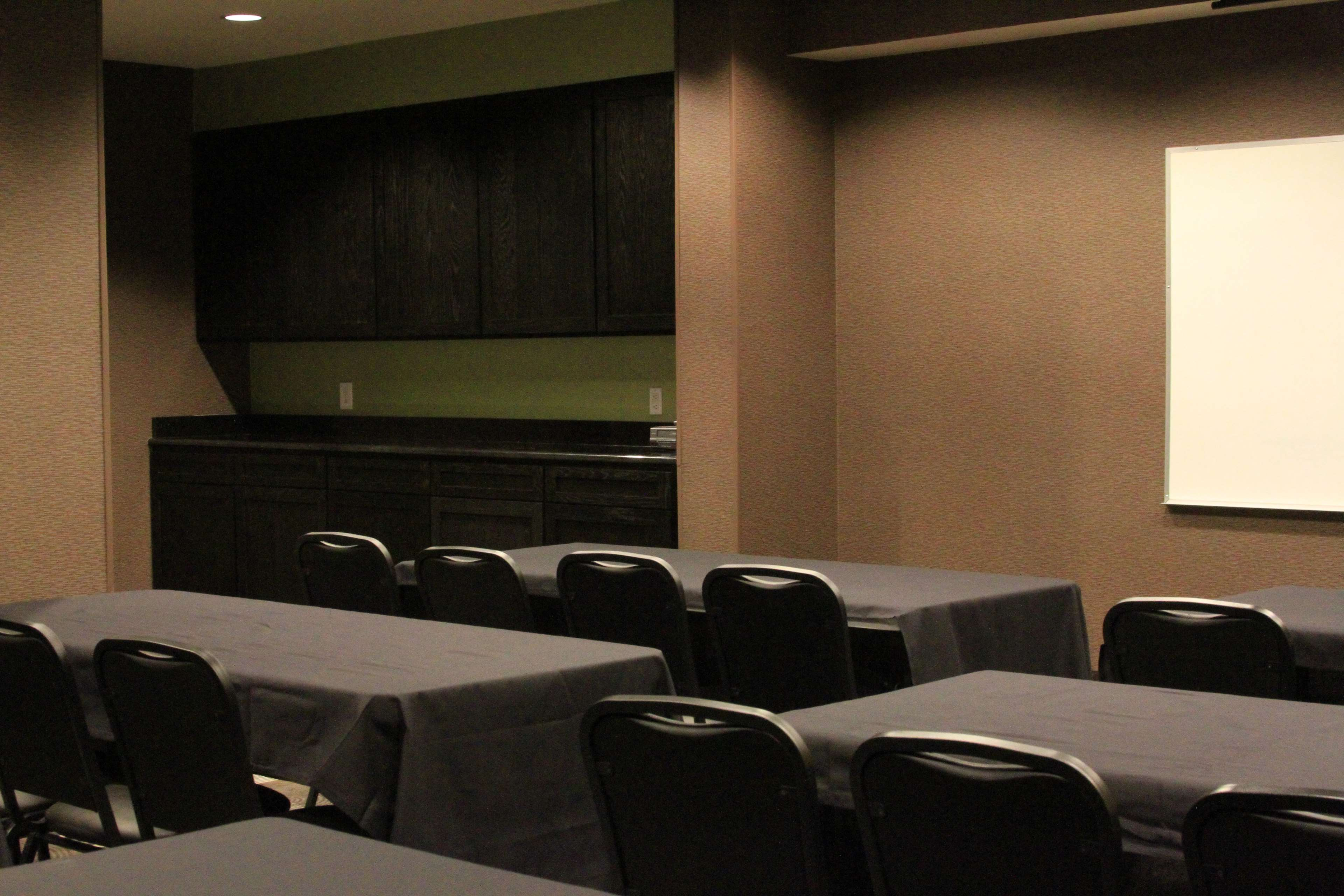 Best Western Plus Arlington North Hotel & Suites image 28