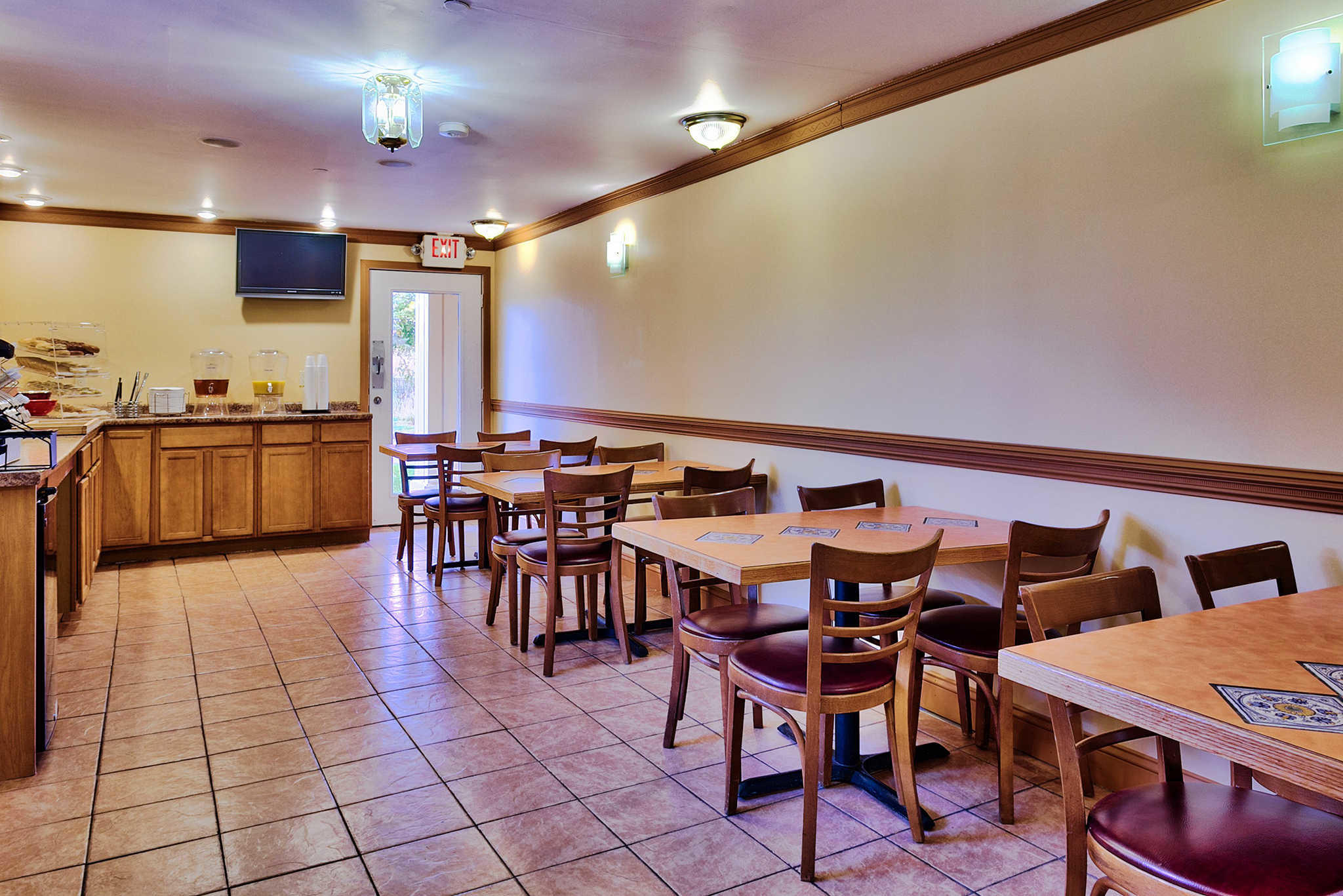 Econo Lodge Maine Mall image 19