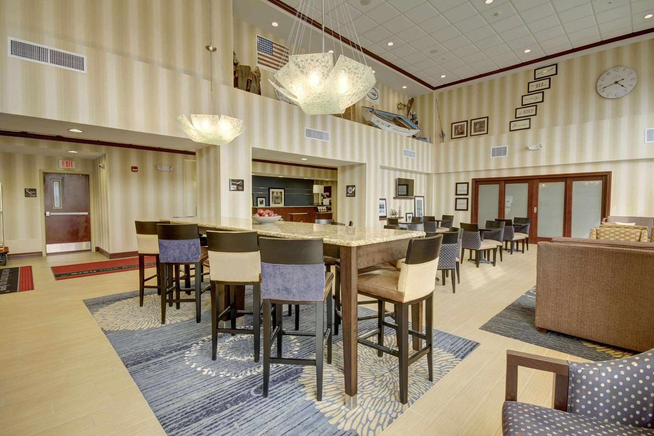 Hampton Inn & Suites Alexandria image 39