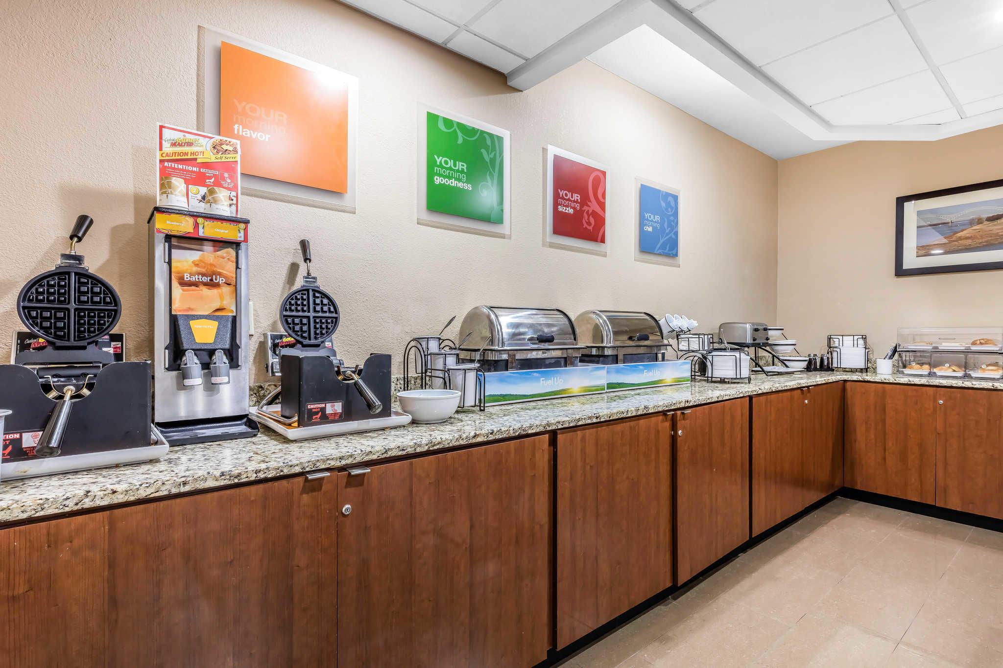 Comfort Inn & Suites Airport-American Way image 19