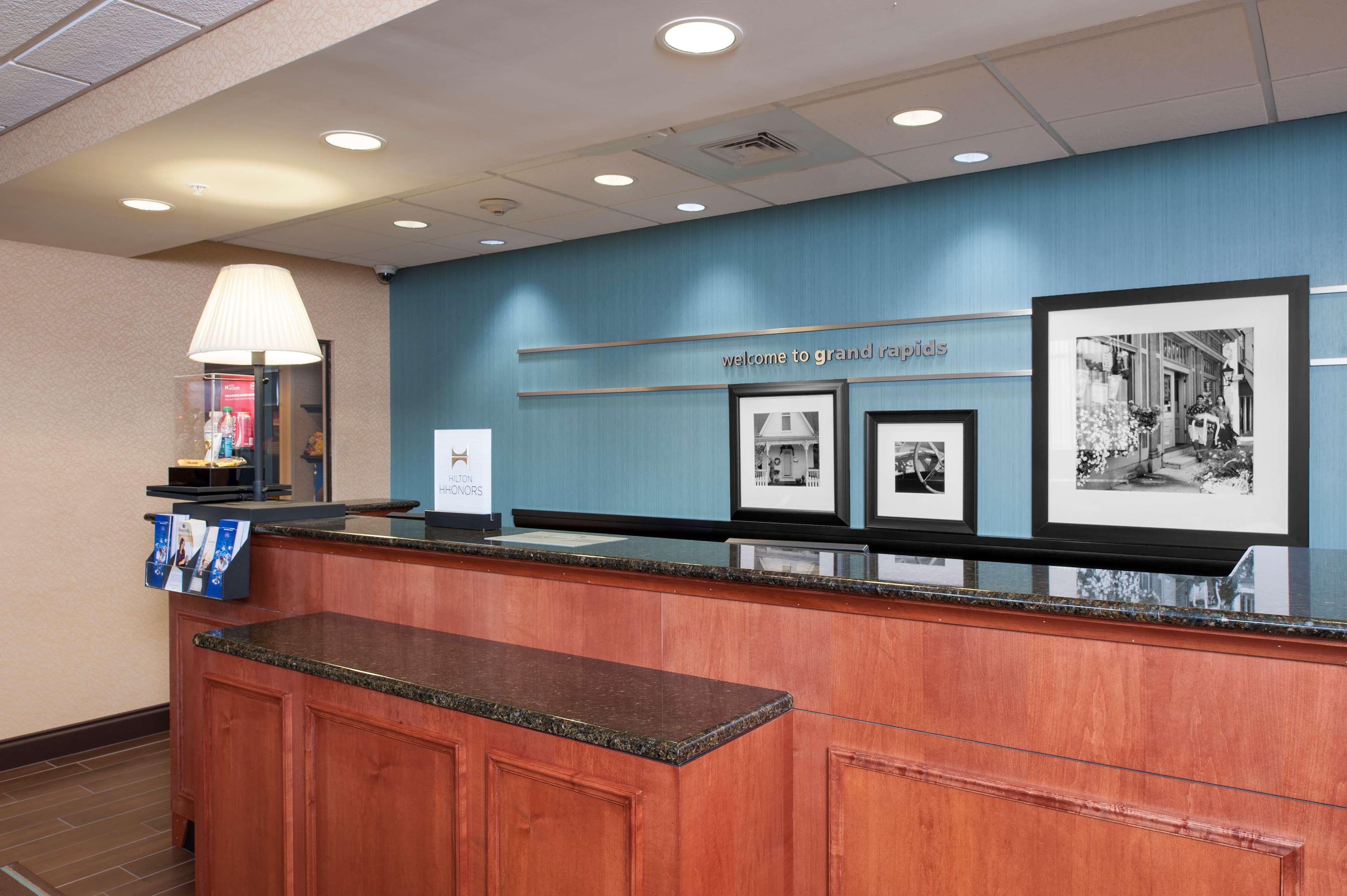 Hampton Inn & Suites Grand Rapids-Airport 28th St image 3