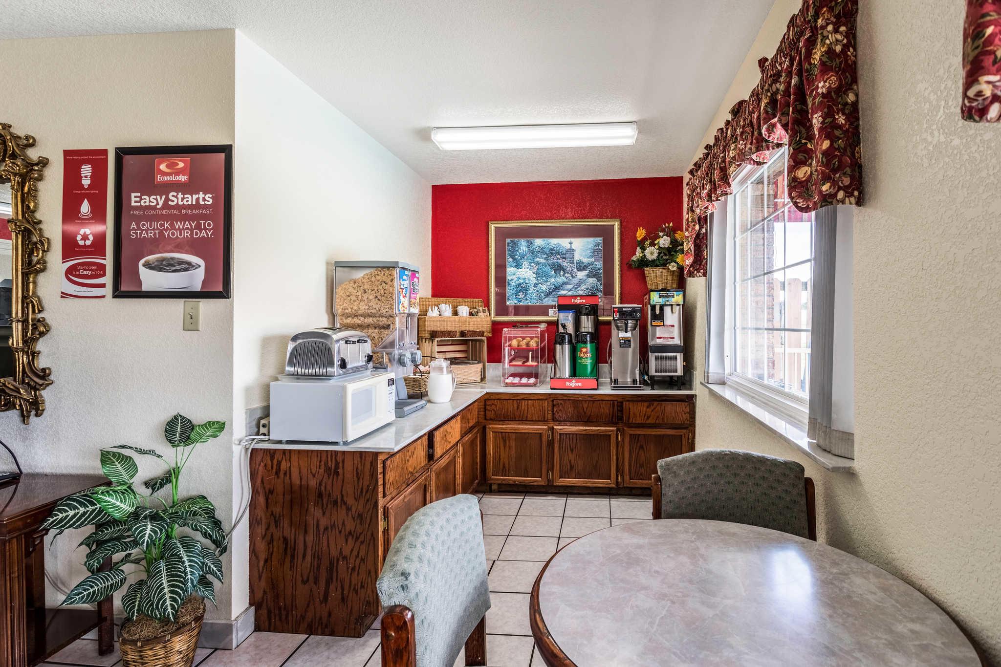 Econo Lodge & Suites image 21