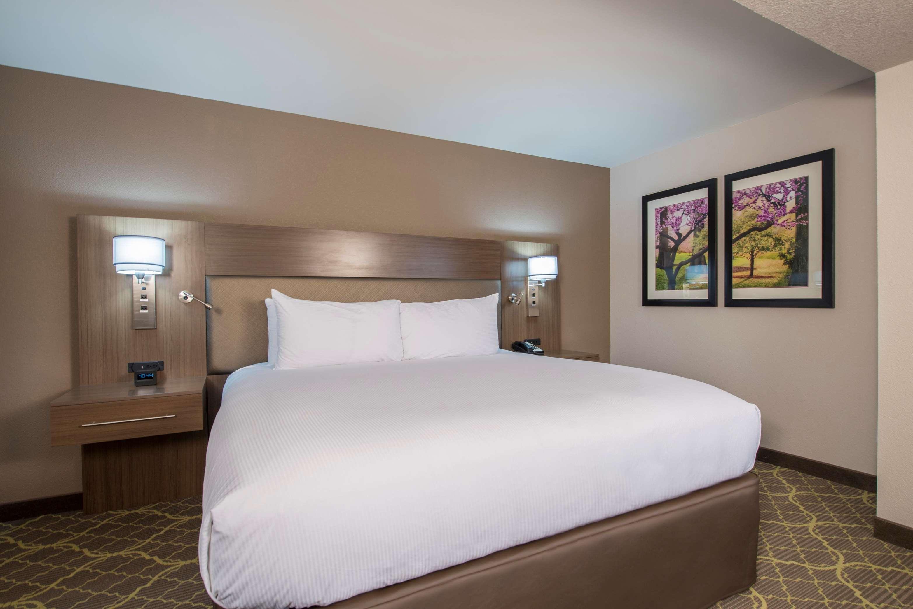 DoubleTree by Hilton Hotel Winston Salem - University image 3