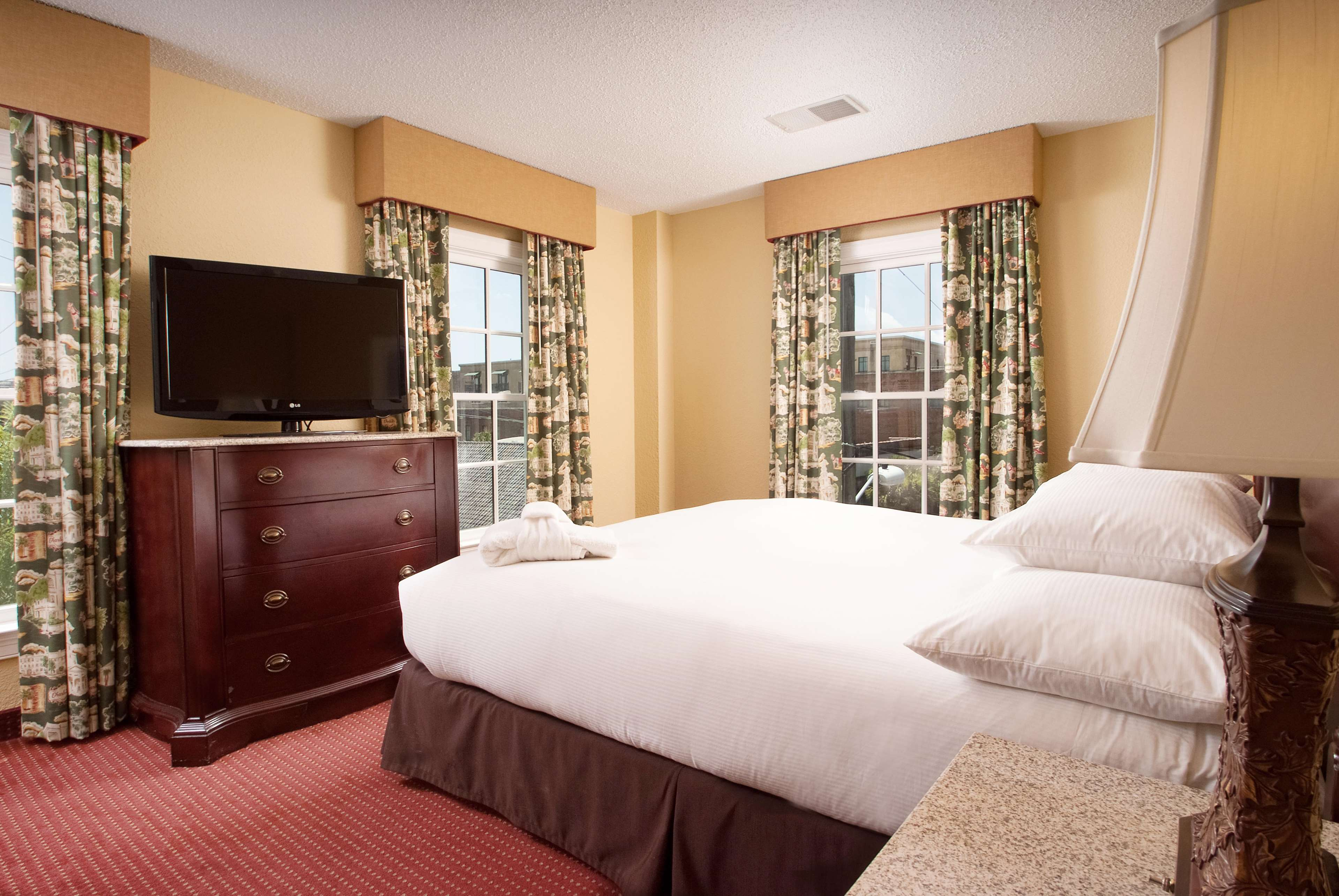 DoubleTree by Hilton Hotel & Suites Charleston - Historic District image 39