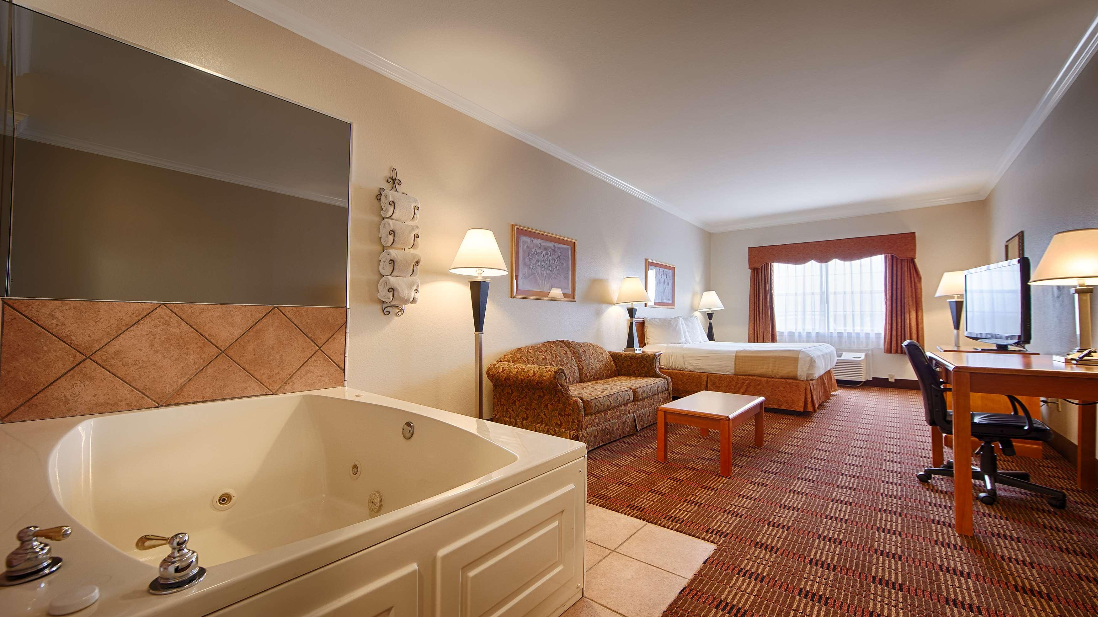 Best Western Club House Inn & Suites image 4