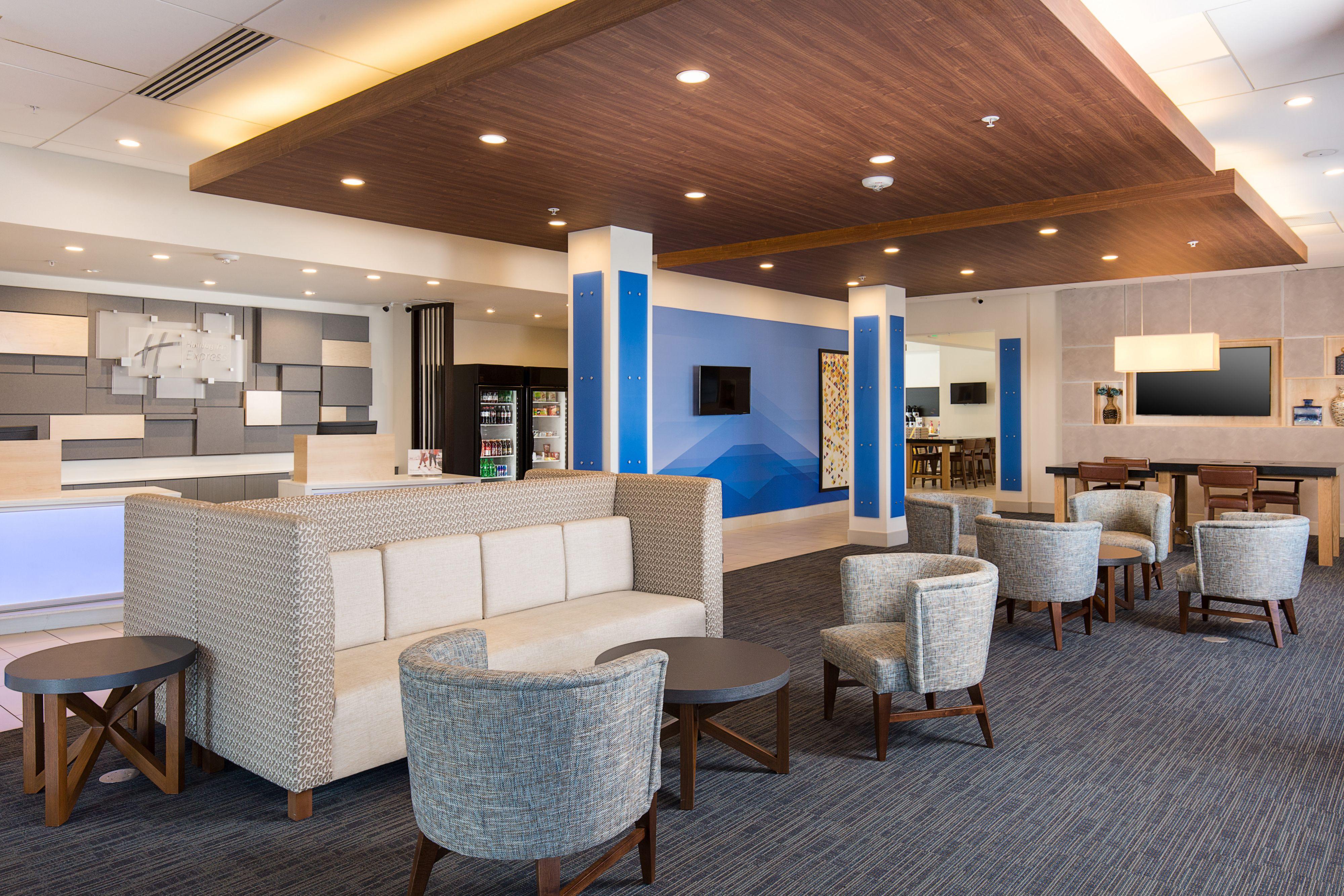 Holiday Inn Express Visalia image 4