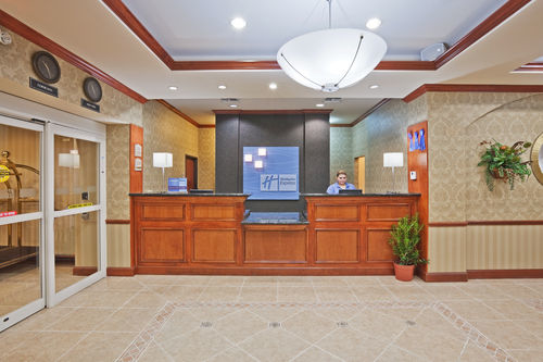 Holiday Inn Express & Suites Corsicana I-45 image 2