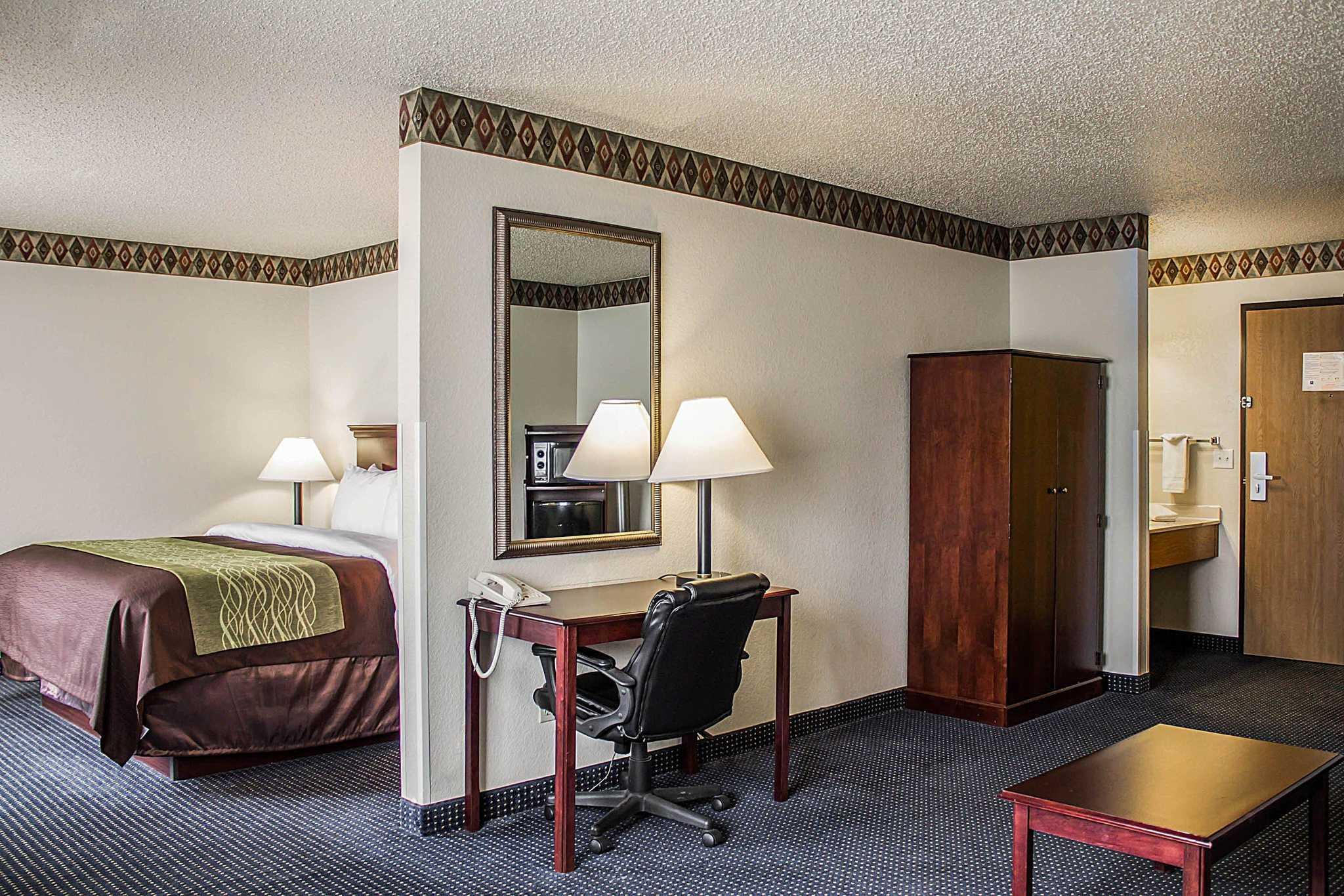 Quality Inn & Suites image 23