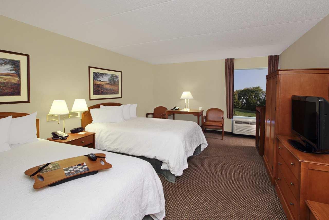 Hampton Inn & Suites Newtown image 19