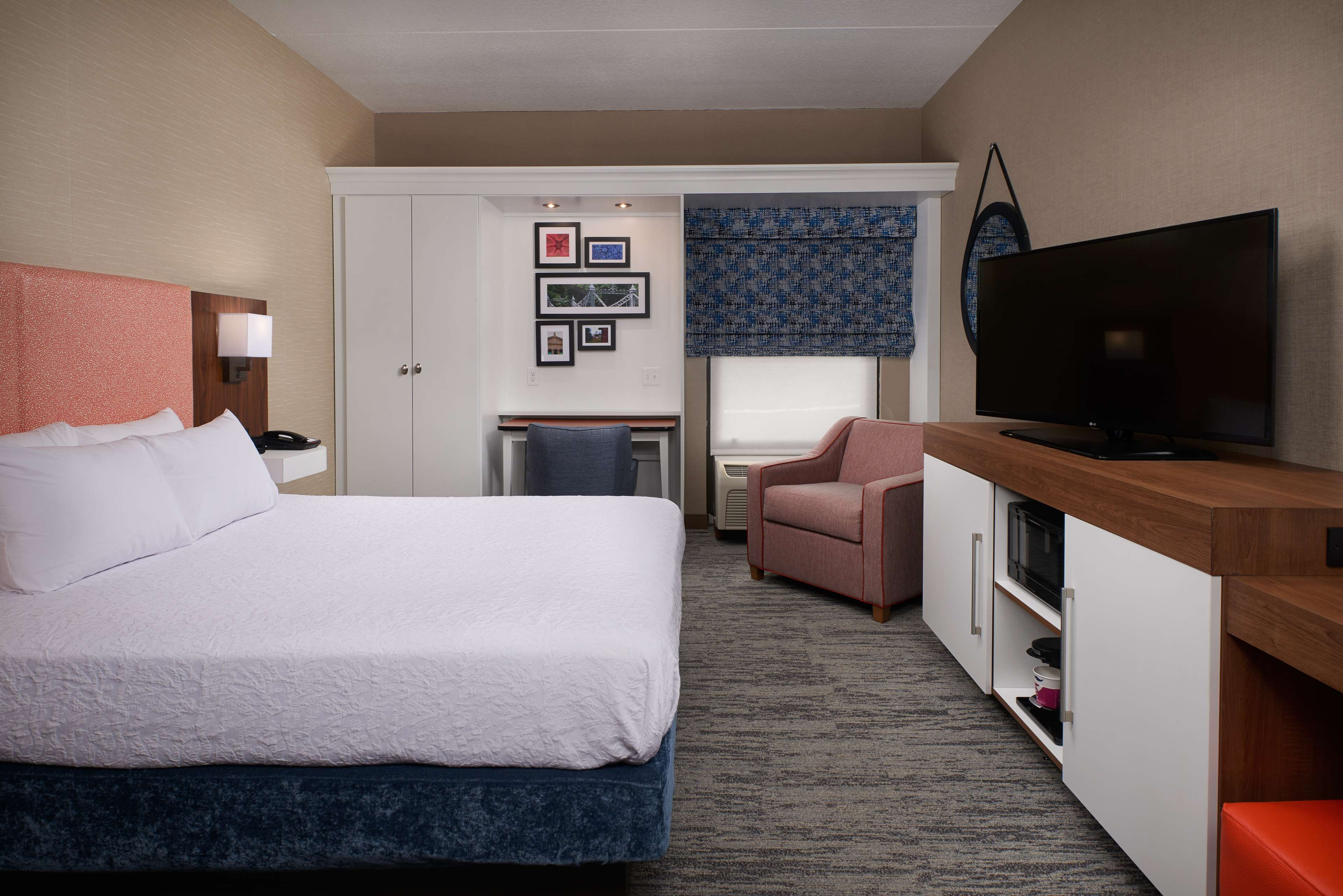 Hampton Inn Youngstown-West I-80 image 14