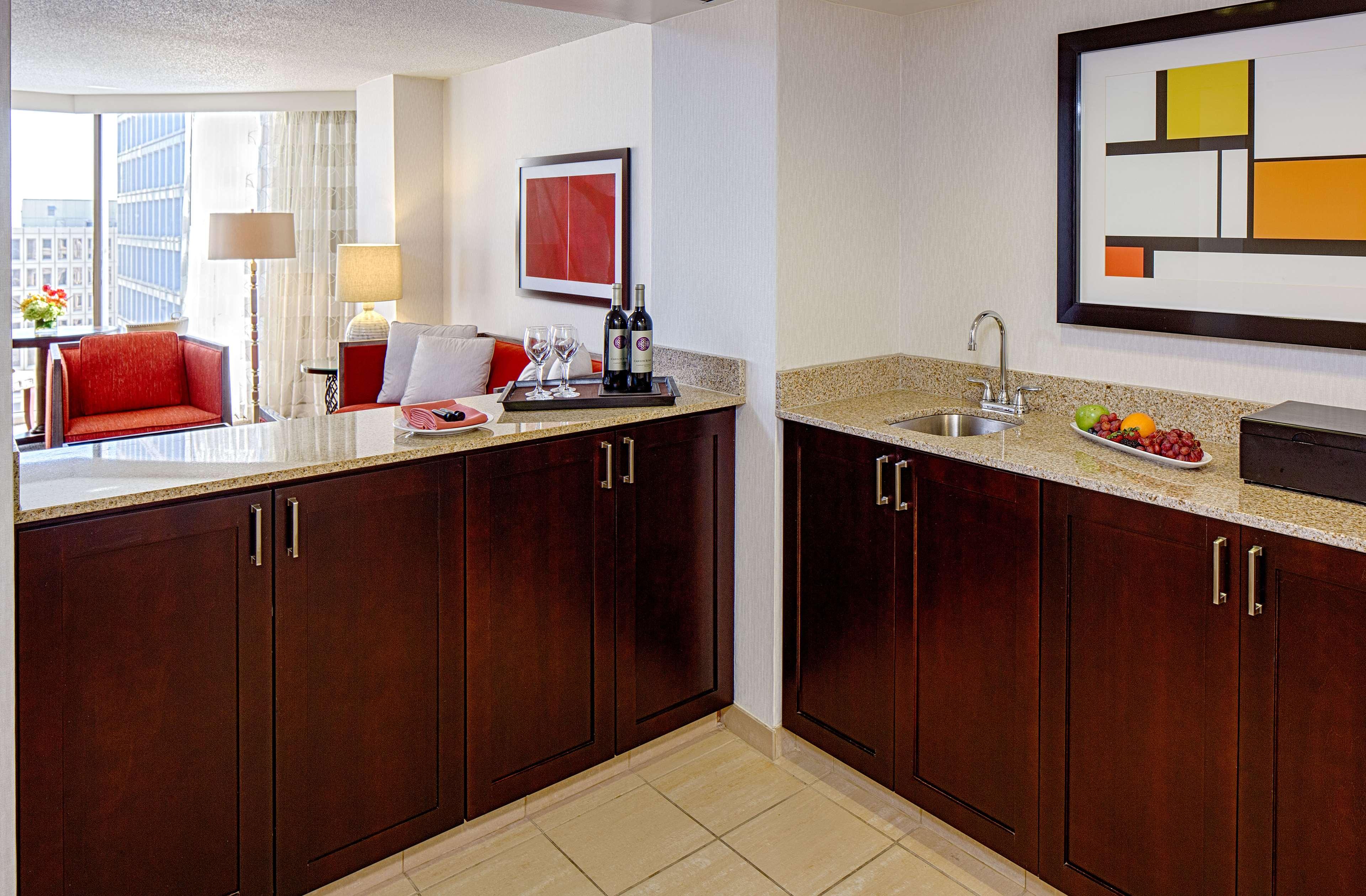 DoubleTree by Hilton Hotel Houston - Greenway Plaza image 27