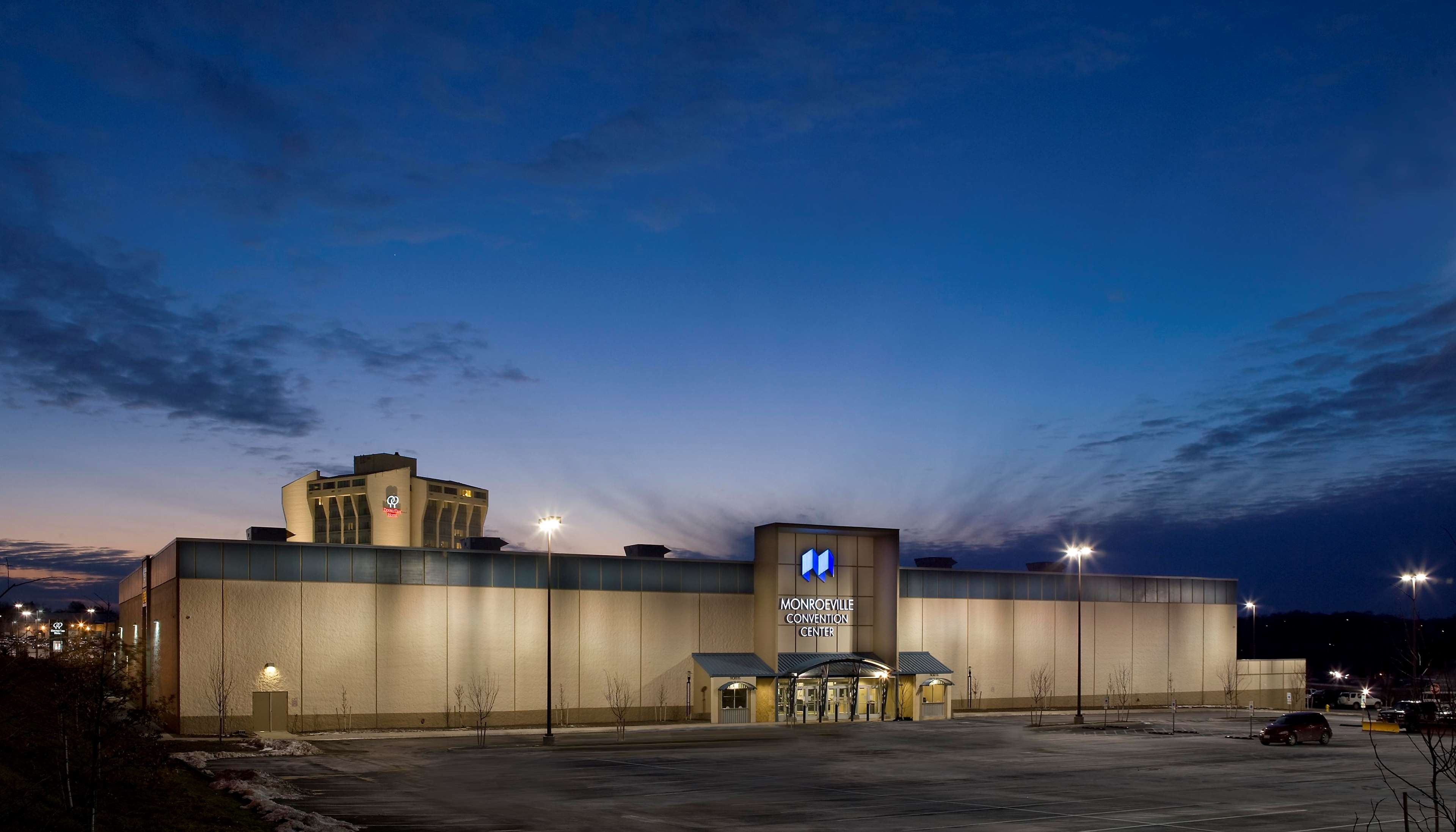 DoubleTree by Hilton Hotel Pittsburgh - Monroeville Convention Center image 3