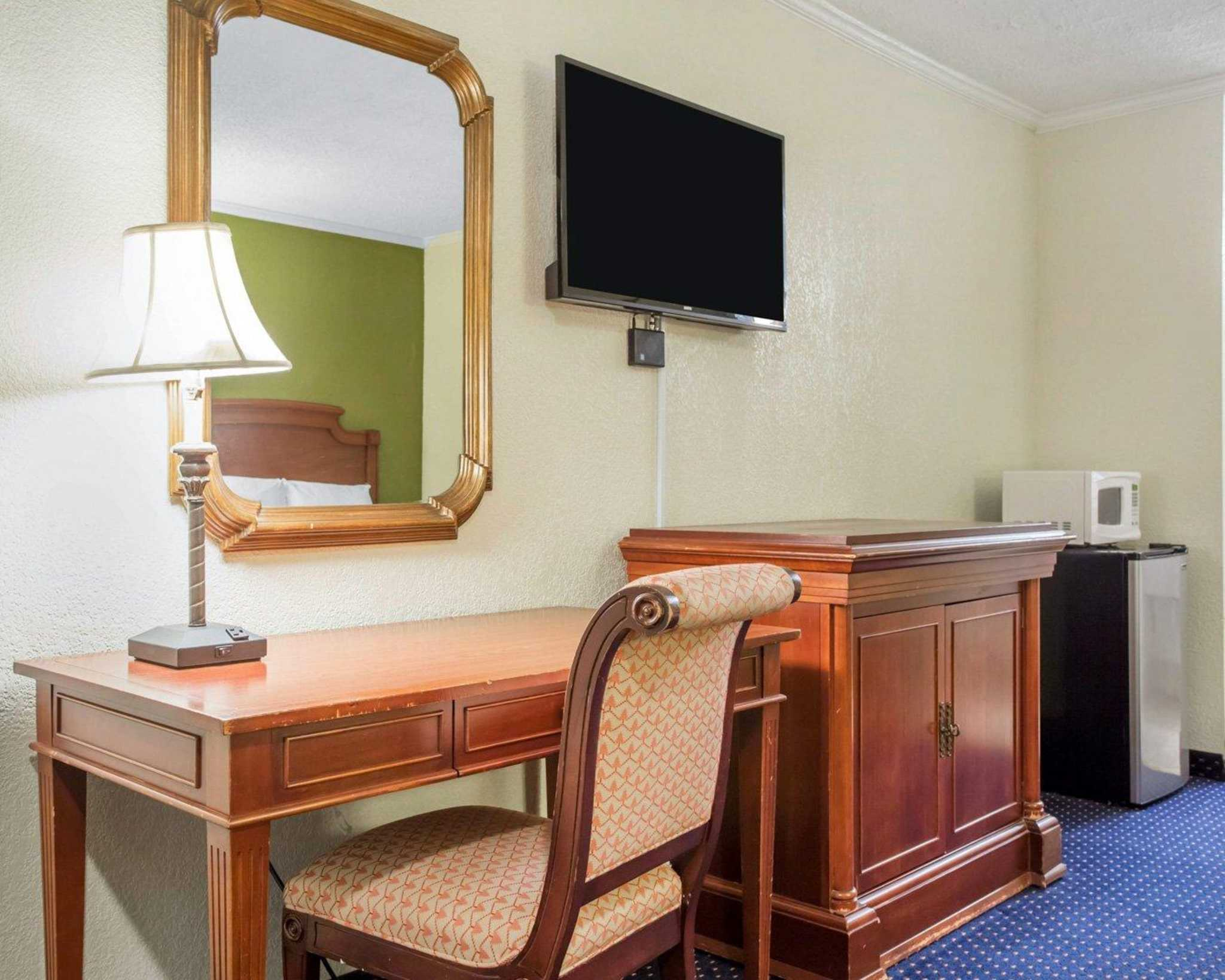 Rodeway Inn & Suites Fort Jackson image 11