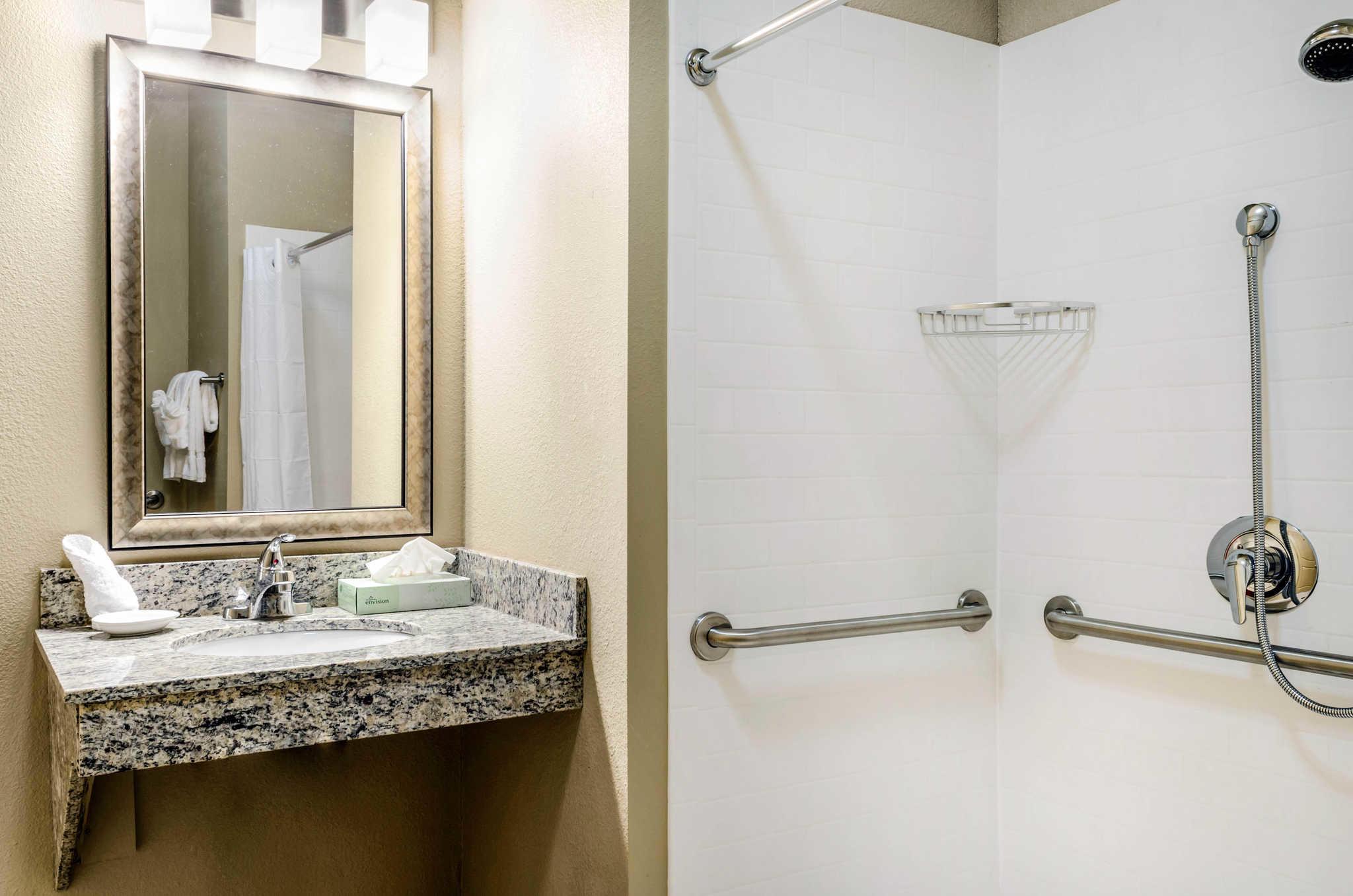 MainStay Suites Hackberry Sportsman's Lodge image 23