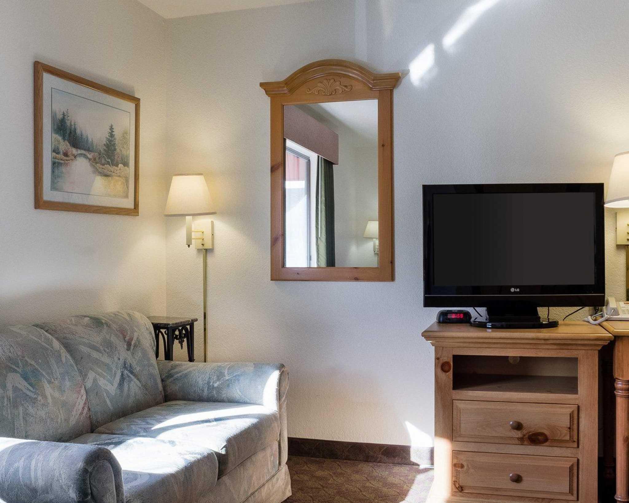 Econo Lodge Near Mt. Rushmore Memorial image 9